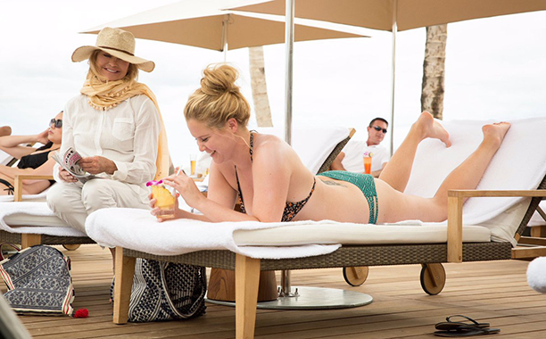 ALL CROPS: Amy Schumer and Goldie Hawn in Snatched