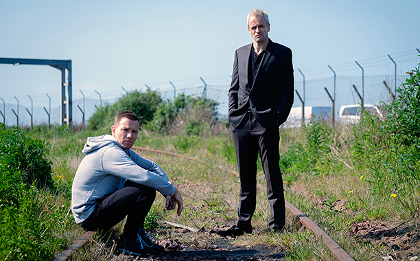 ALL CROPS: Ewan McGregor as Mark Renton and Jonny Lee Miller as Simon on railway tracks in TriStar Pictures' T2: TRAINSPOTTING CR: Jaap Buitendijk