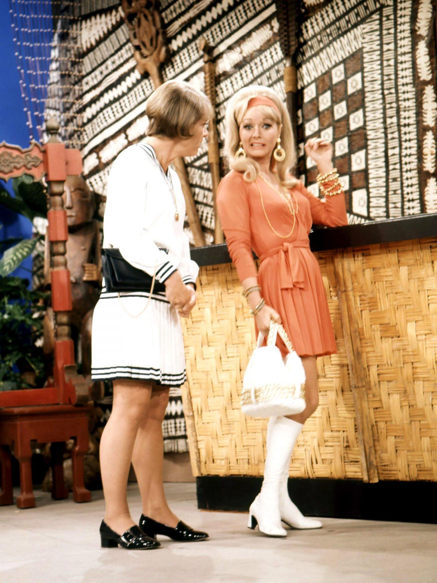 THE DEBBIE REYNOLDS SHOW, from left: Patricia Smith, Debbie Reynolds, 1969-70