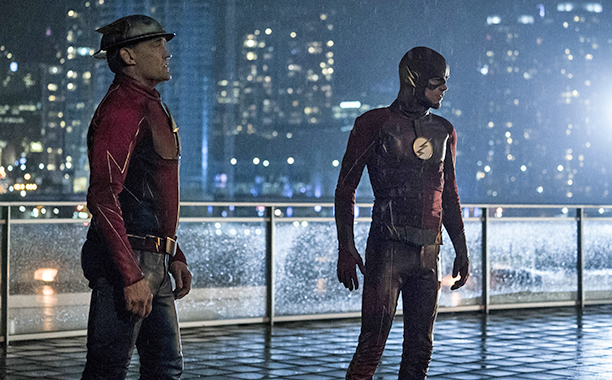 """ALL CROPS: The Flash -- """"The Present"""" -- Image FLA309a_0325b.jpg -- Pictured (L-R): John Wesley Shipp as Jay Garrick and Grant Gustin as The Flash -- Photo: Katie Yu/The CW -- © 2016 The CW Network, LLC. All rights reserved."""