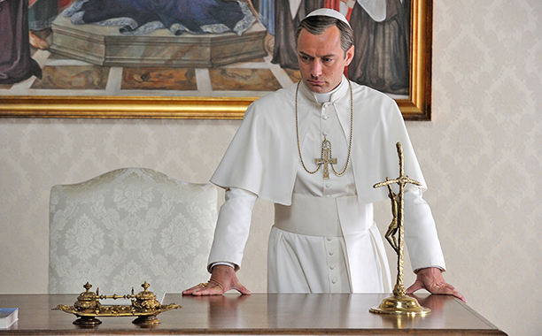 ALL CROPS: The Young Pope Jude Law. photo: Gianni Fiorito/HBO