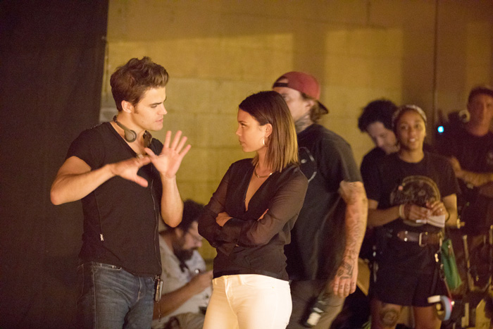 "No Crops: The Vampire Diaries -- ""Detoured on Some Random Backwoods Path to Hell"" --Image Number: VD806B_BTS_0426.jpg -- Pictured (L-R): Director Paul Wesley and Nathalie Kelley as Sybil -- Photo: Bob Mahoney/The CW"