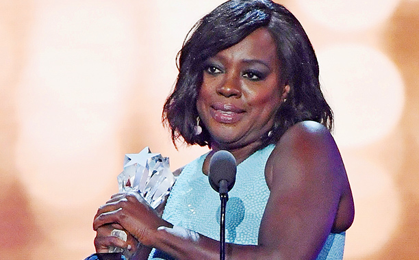ALL CROPS: 685784131 Viola Davis accepts Best Supporting Actress for 'Fences' onstage during the The 22nd Annual Critics' Choice Awards at Barker Hangar on December 11, 2016 in Santa Monica, California. (Photo by Ethan Miller/Getty Images