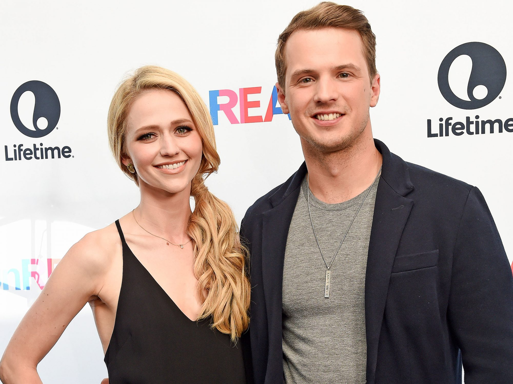 freddie-stroma-and-johanna-braddy