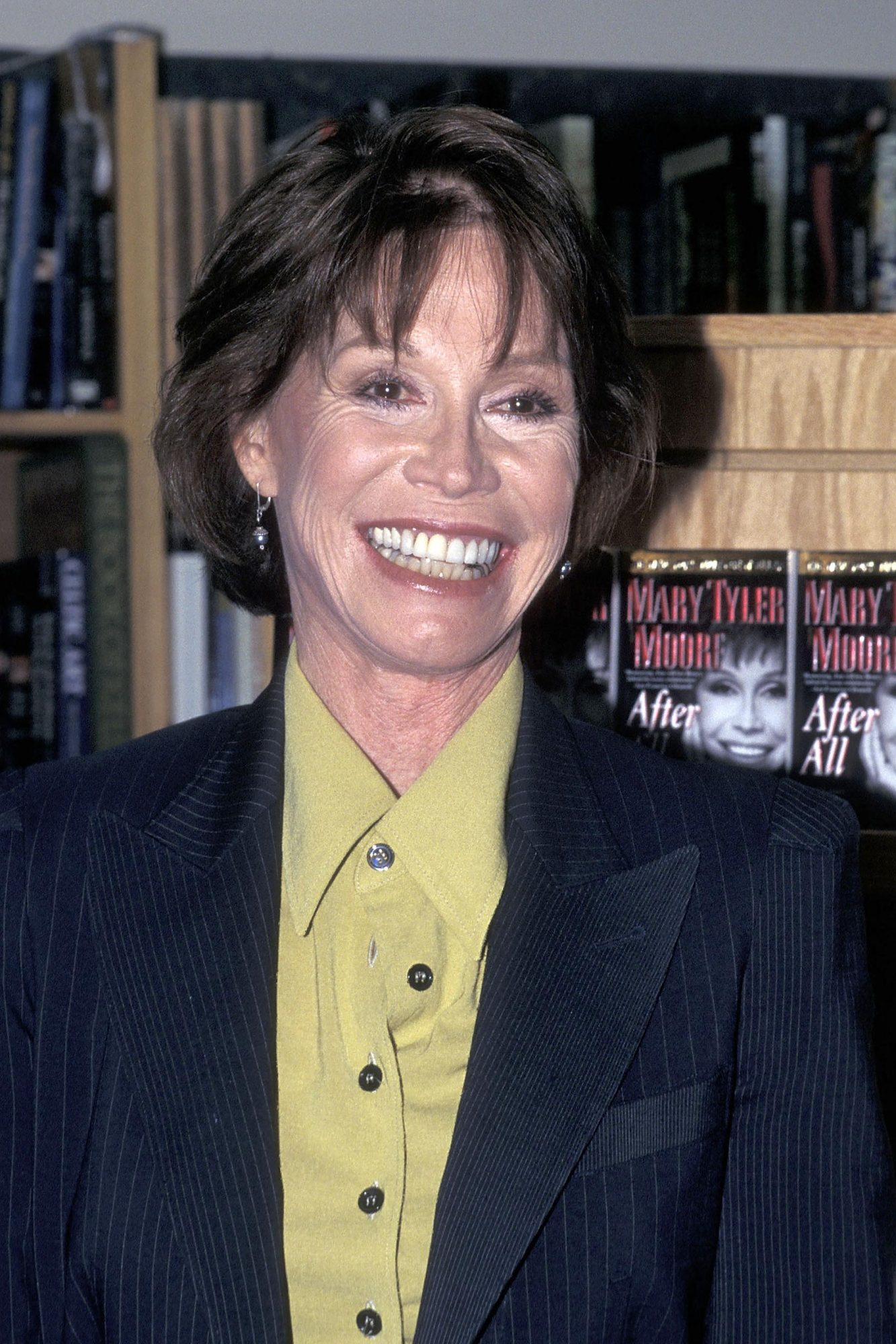 """Mary Tyler Moore Autographs Copies of Her New Book """"After All"""""""