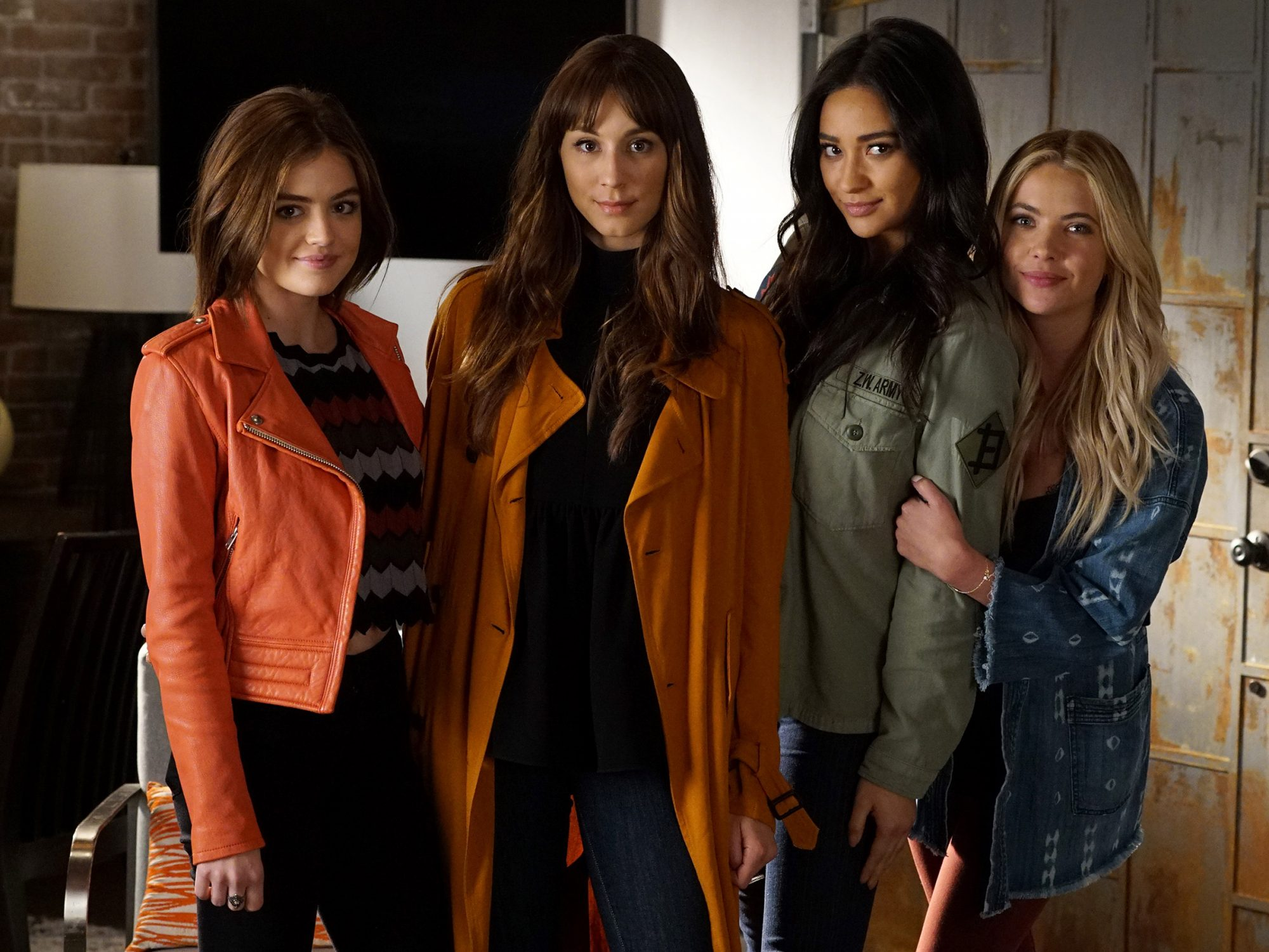 LUCY HALE, TROIAN BELLISARIO, SHAY MITCHELL, ASHLEY BENSON