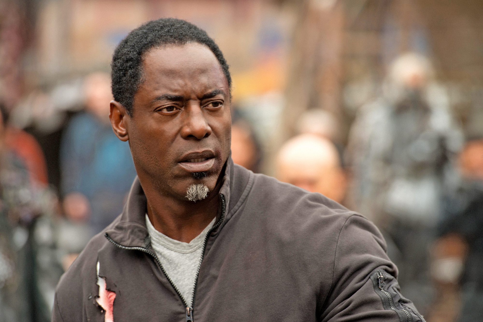 """The 100 -- """"Echoes"""" -- Image HU401a_0167 -- Pictured: Isaiah Washington as Jaha -- Credit: Diyah Pera/The CW -- © 2016 The CW Network, LLC. All Rights Reserved"""