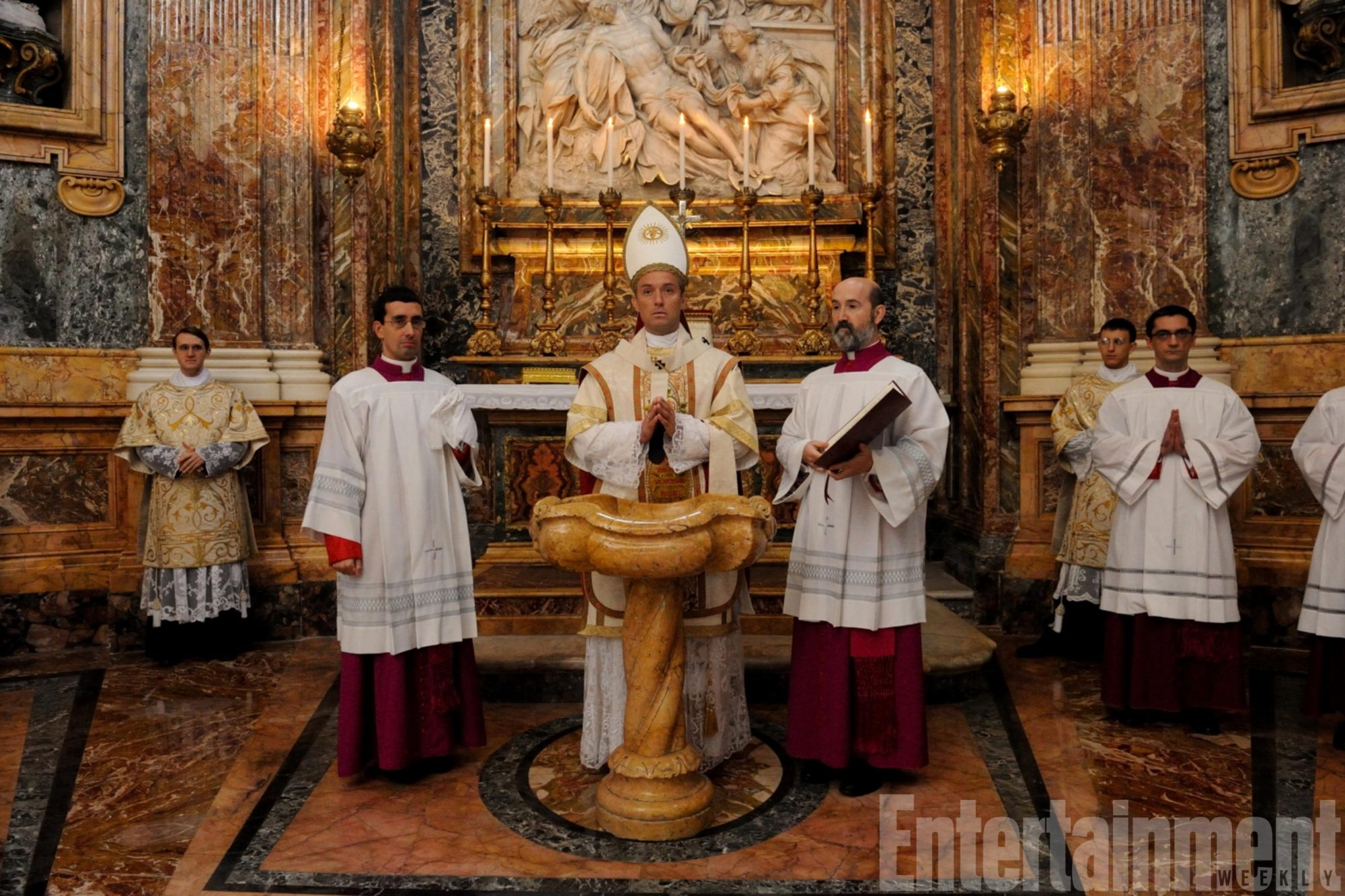 the-young-pope-4