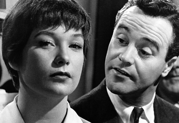 Jack Lemmon as C.C. 'Bud' Baxter and Shirley MacLaine as Fran Kubelik in The Apartment *** Local Caption *** (Photo by Silver Screen Collection/Hulton Archive/Getty Images) Huty16134