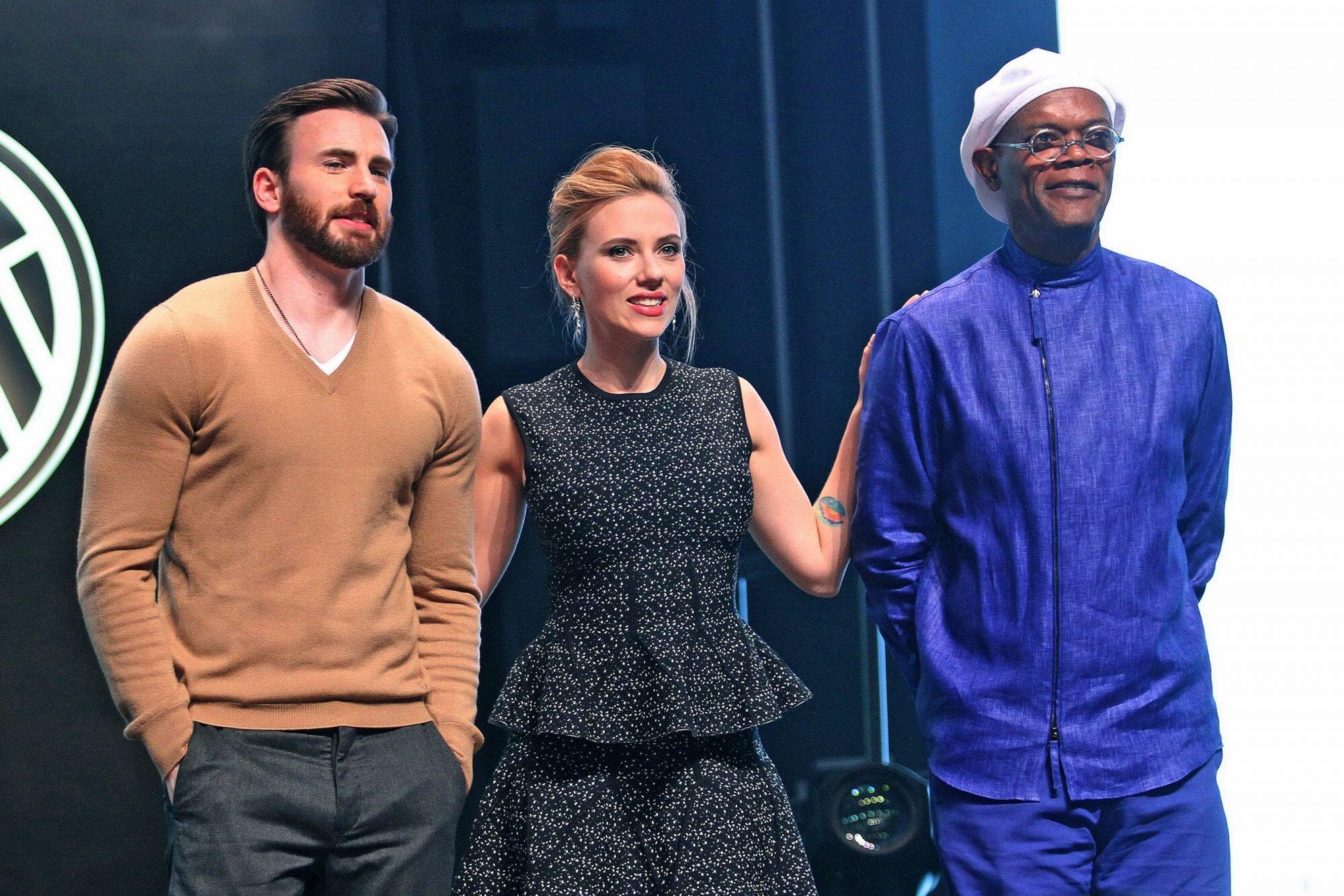 Oscars 2017 Presenters Chris Evans Scarlett Johansson More Ew Com