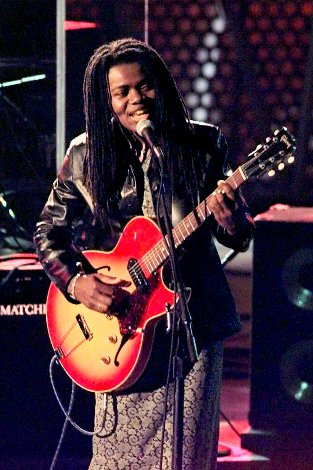 """Tracy Chapman performs """"Give Me One Reason"""" 26 Feb"""