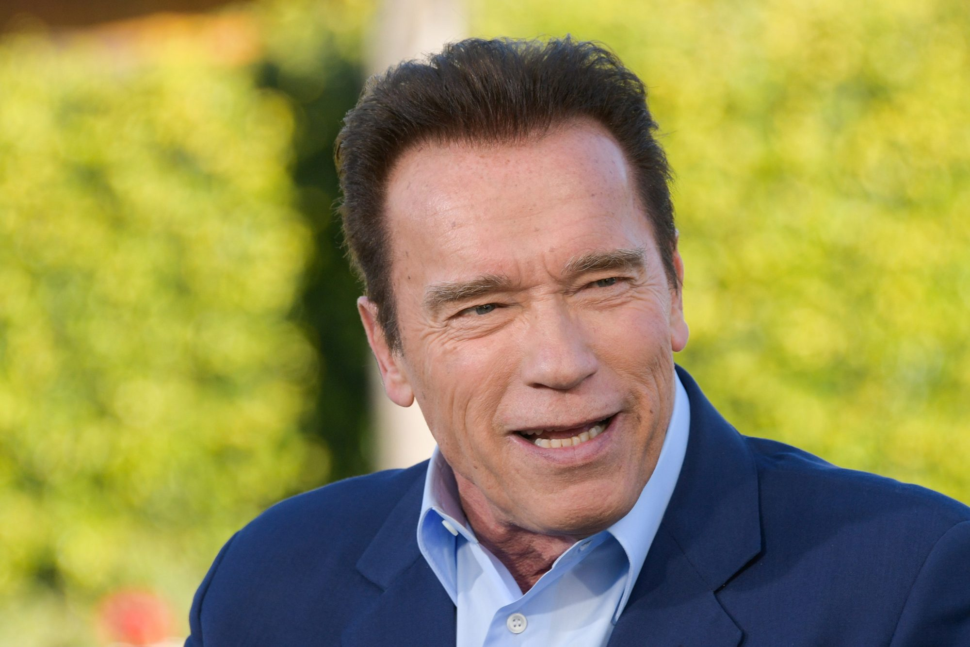 "Arnold Schwarzenegger Visits ""Extra"""