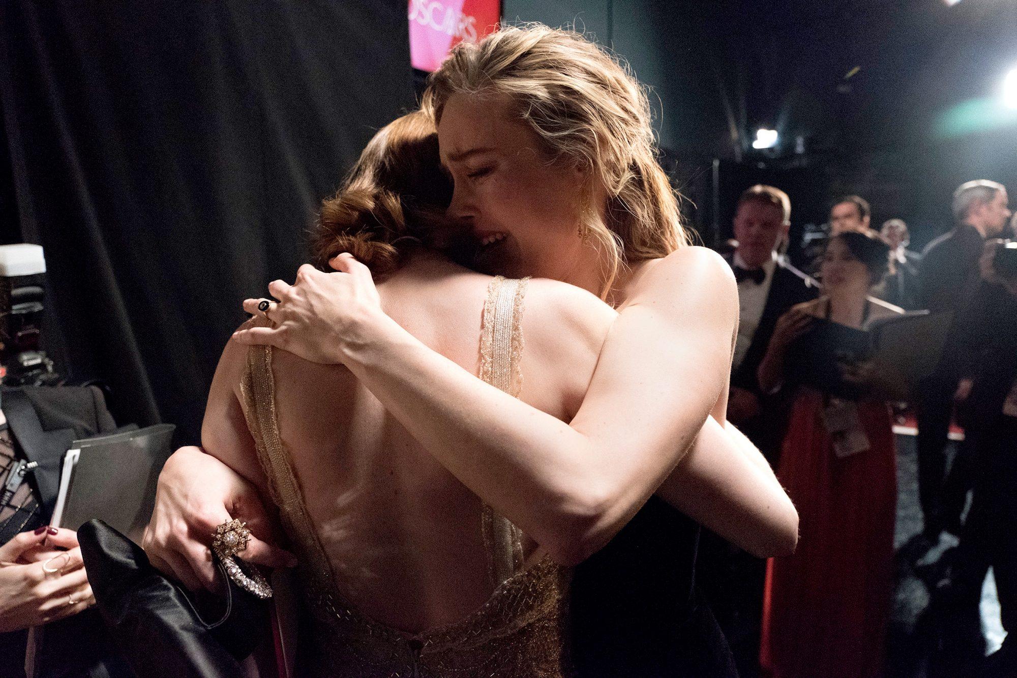 Brie Larson hugs Emma Stone