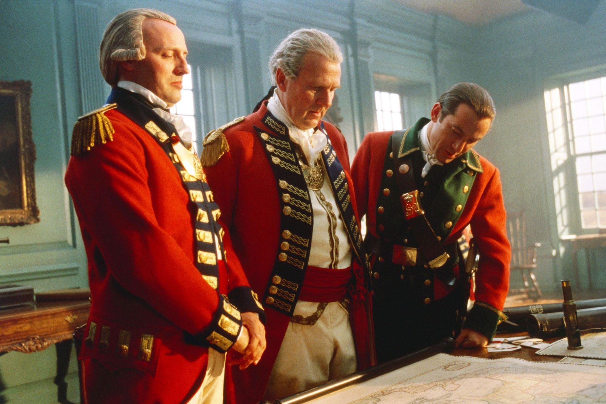 THE PATRIOT, Tom Wilkinson (center), Jason Isaacs (right), 2000. ©Columbia Pictures/Courtesy Everett