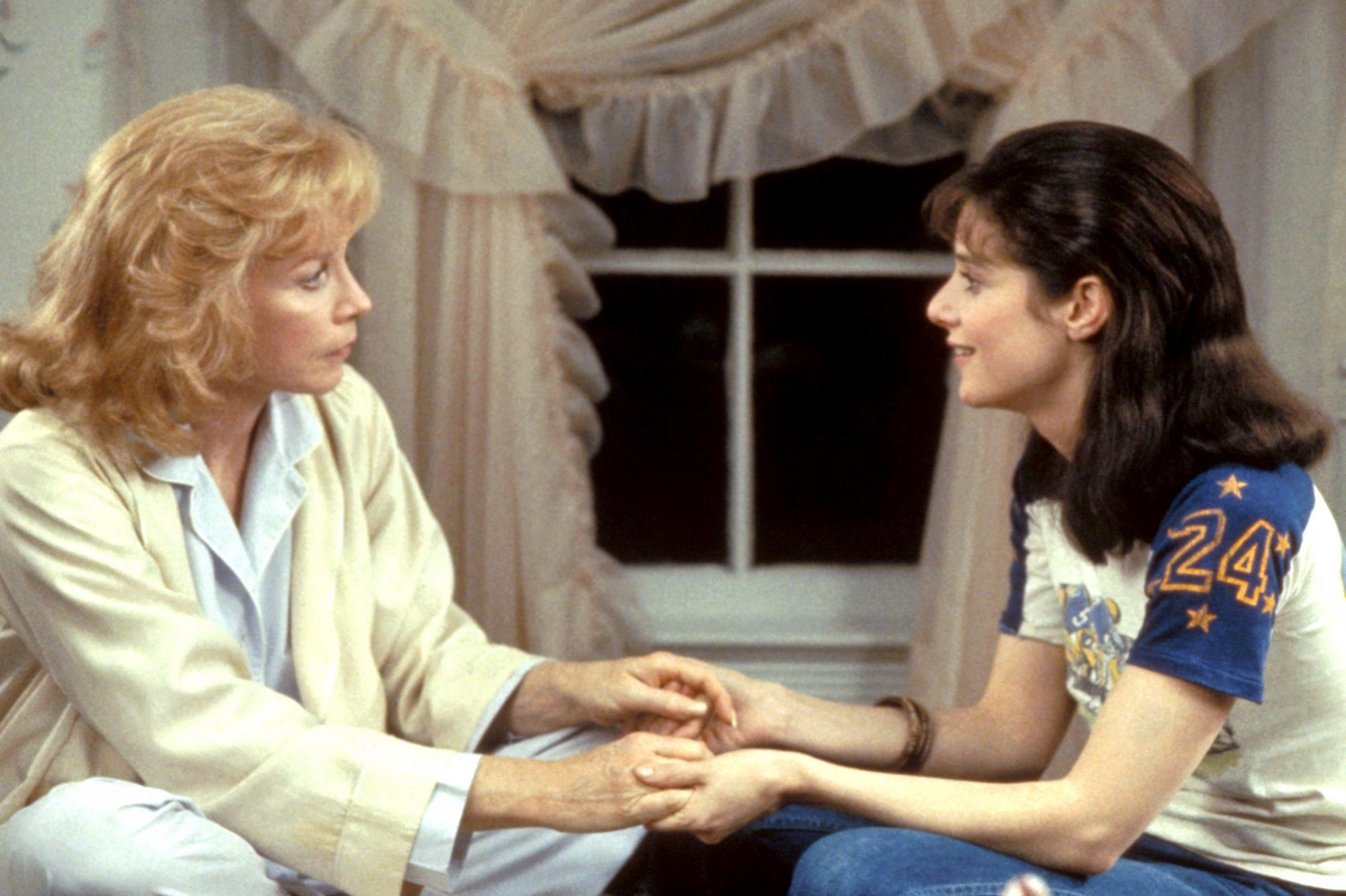 TERMS OF ENDEARMENT, Shirley MacLaine, Debra Winger, 1983, (c) Paramount/courtesy Everett Collection
