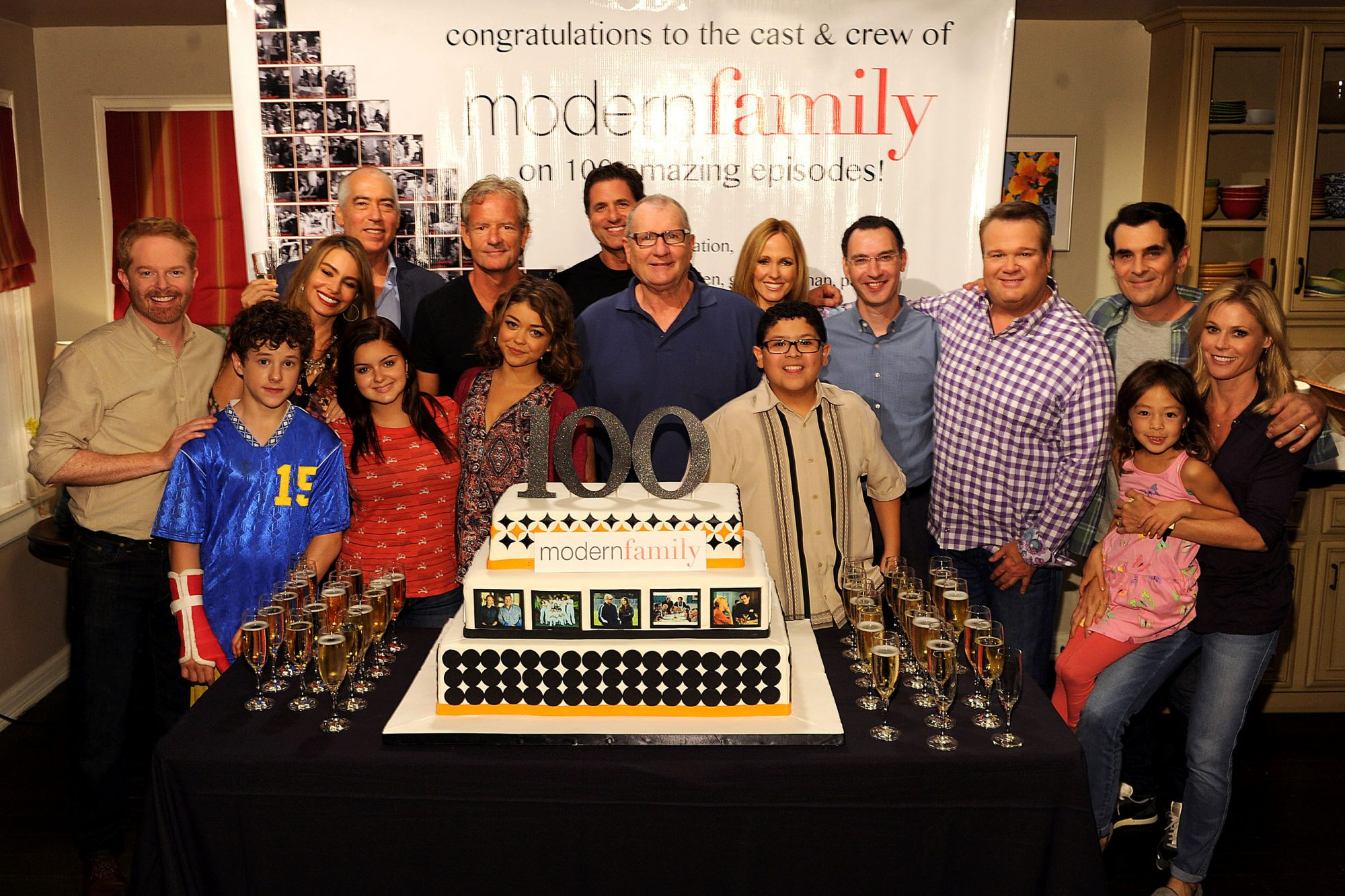 Modern Family 100th Episode Cake Cutting