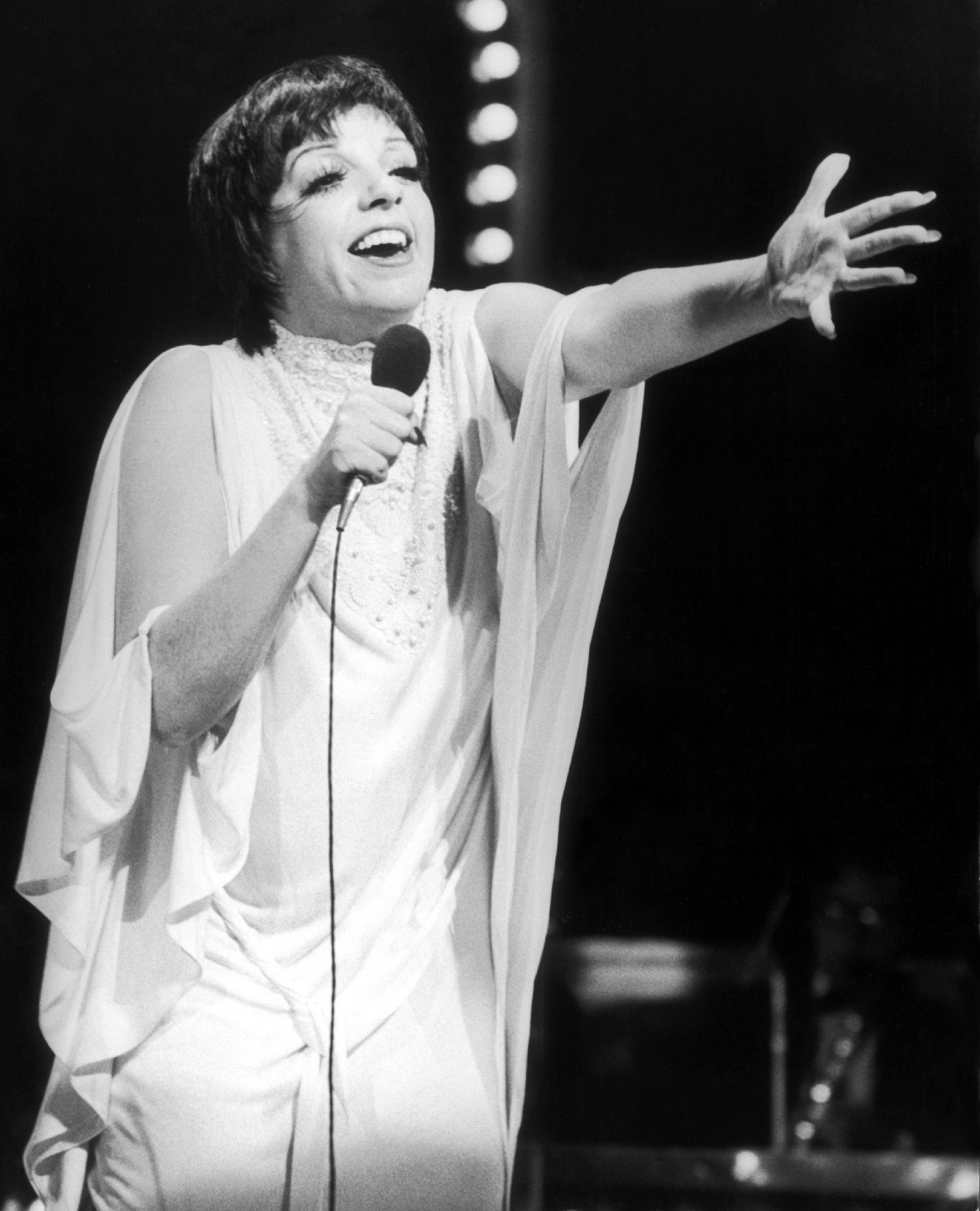 Liza Minnelli Singing Before The Queen Of England 1972