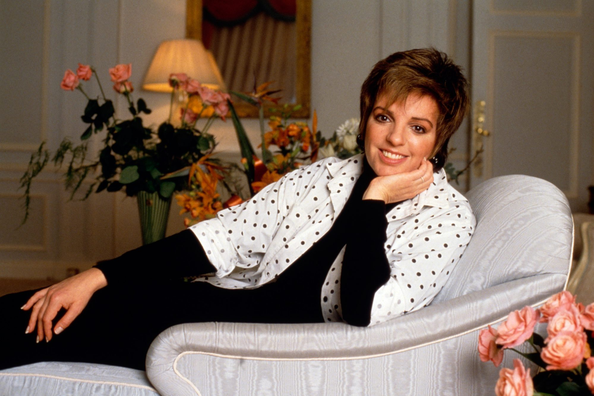 Liza Minnelli - Posing In Hotel Room