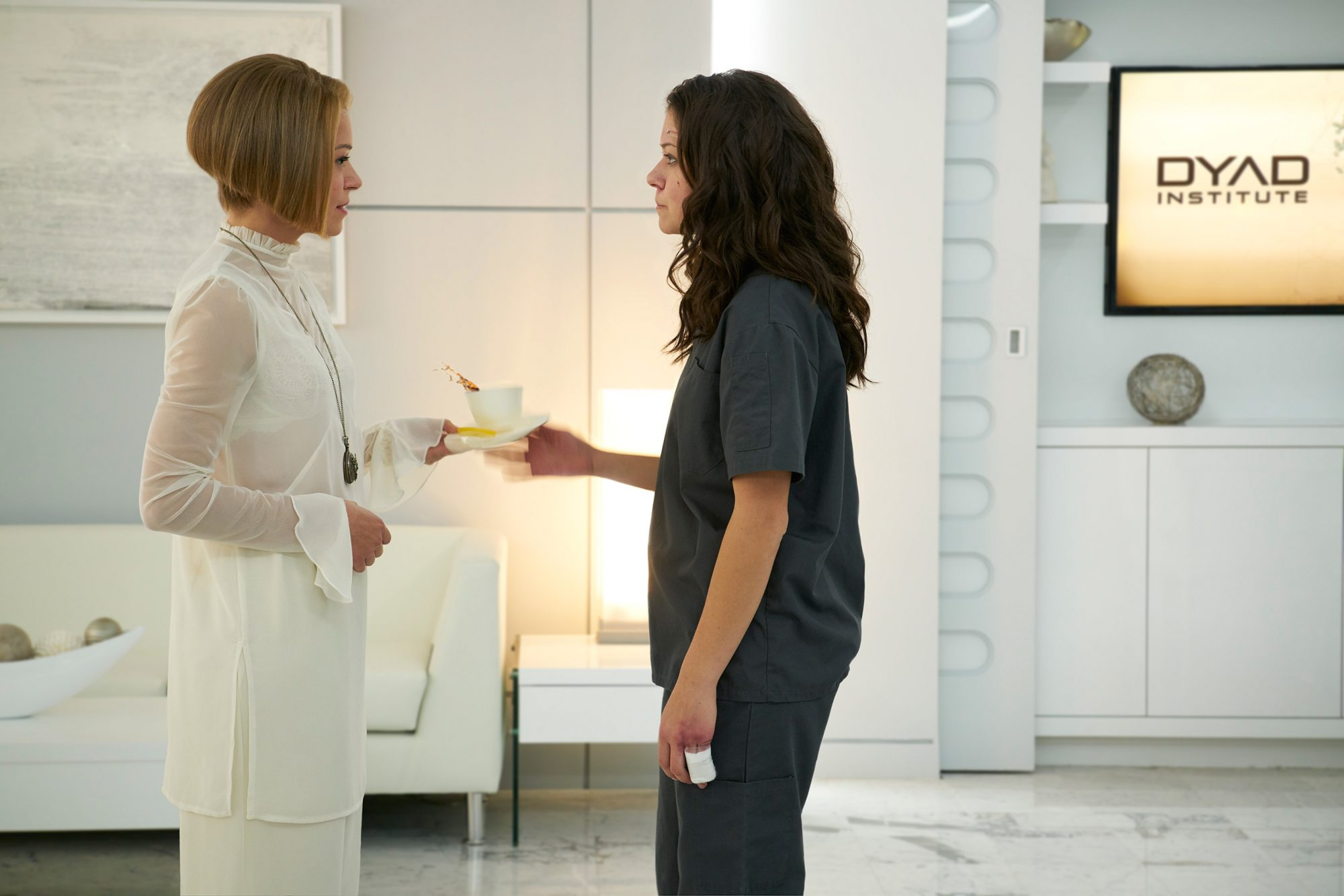 Rachel (Tatiana Maslany) and Sarah (Tatiana Maslany)