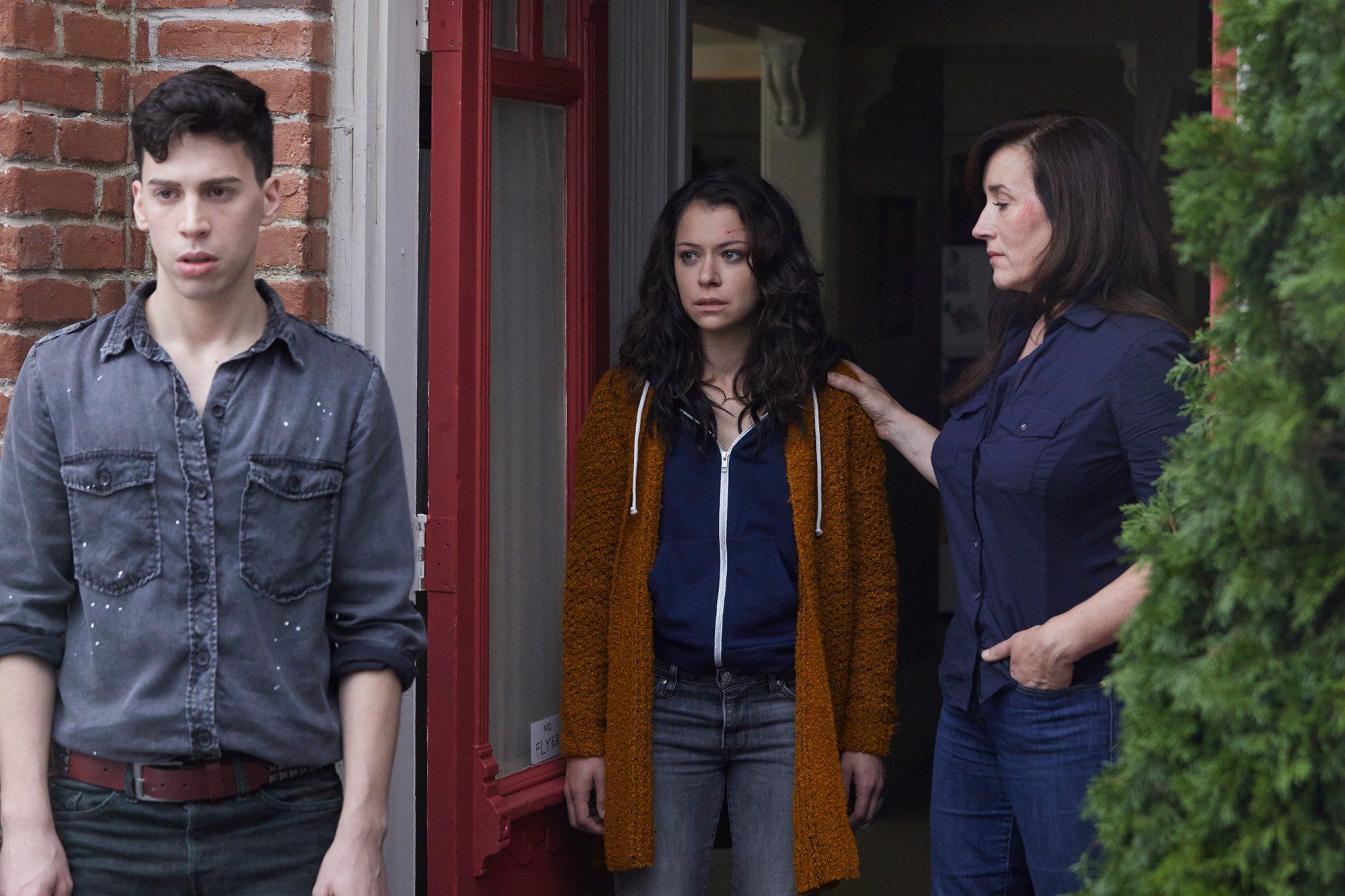 Felix (Jordan Gavaris), Sarah (Tatiana Maslany), Mrs. S (Maria Doyle Kennedy)