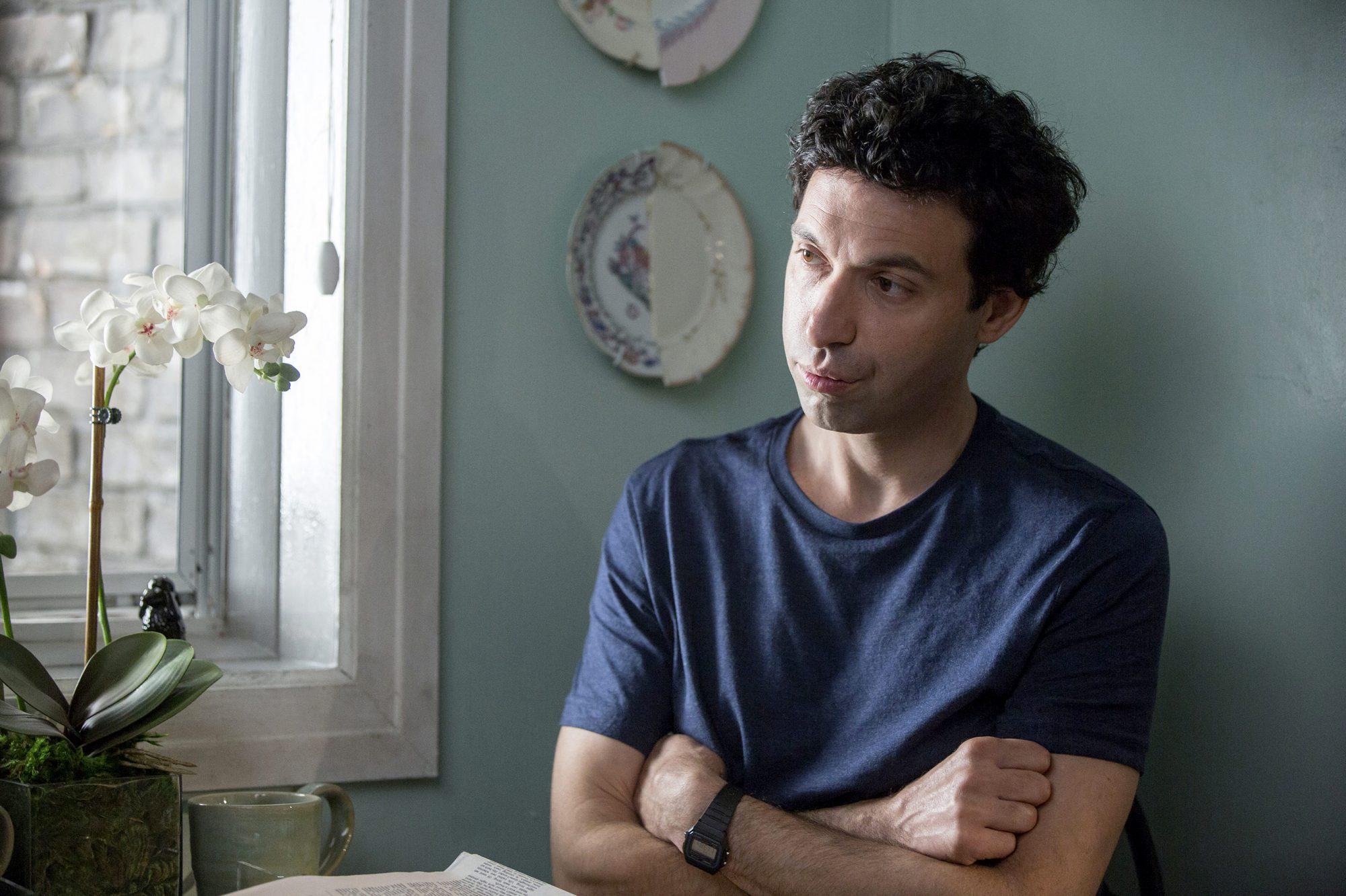 Alex Karpovsky as Ray on HBO Girls