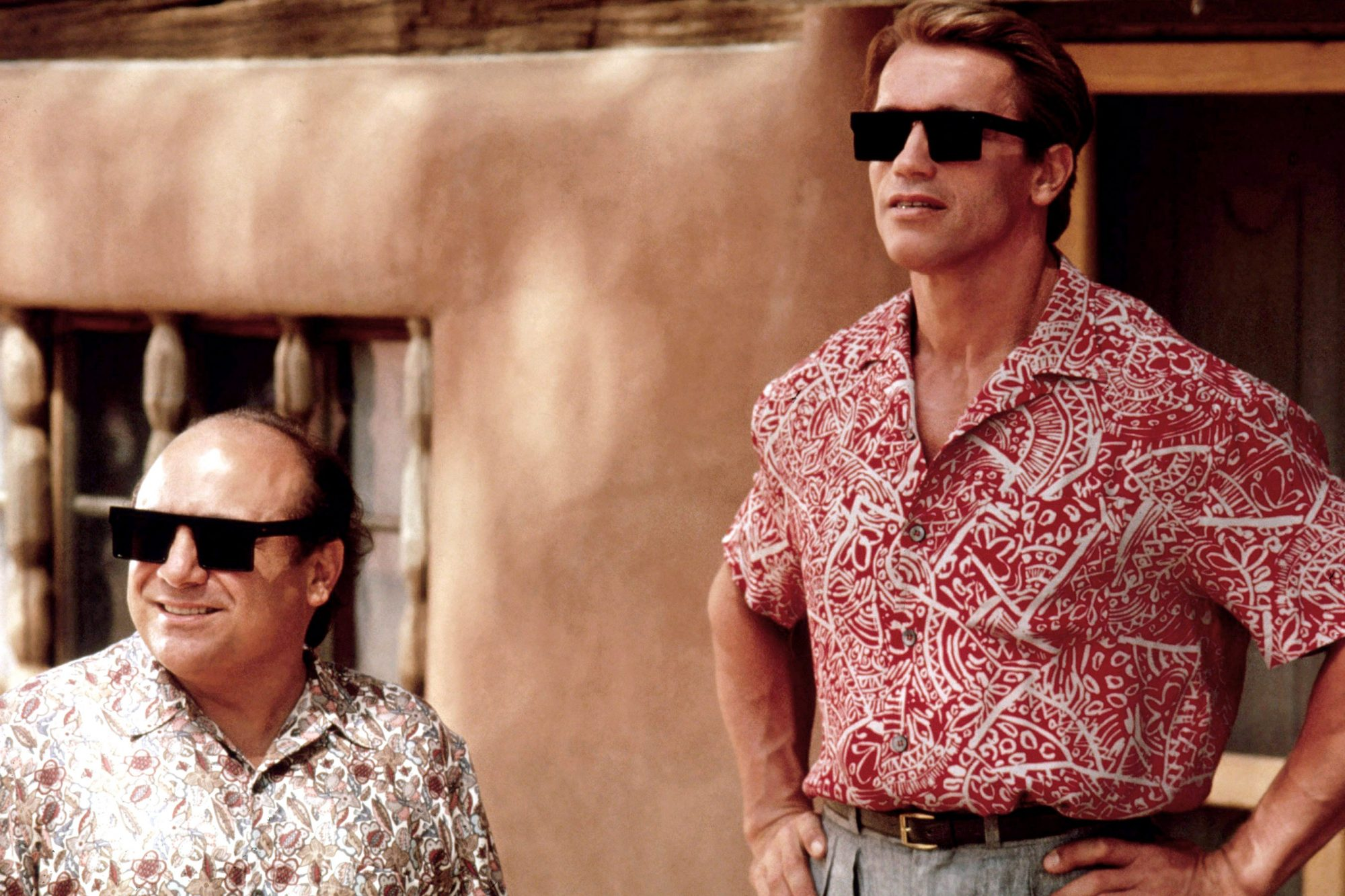 TWINS, from left, Danny DeVito, Arnold Schwarzenegger, 1988, ©Universal Pictures/courtesy Everett