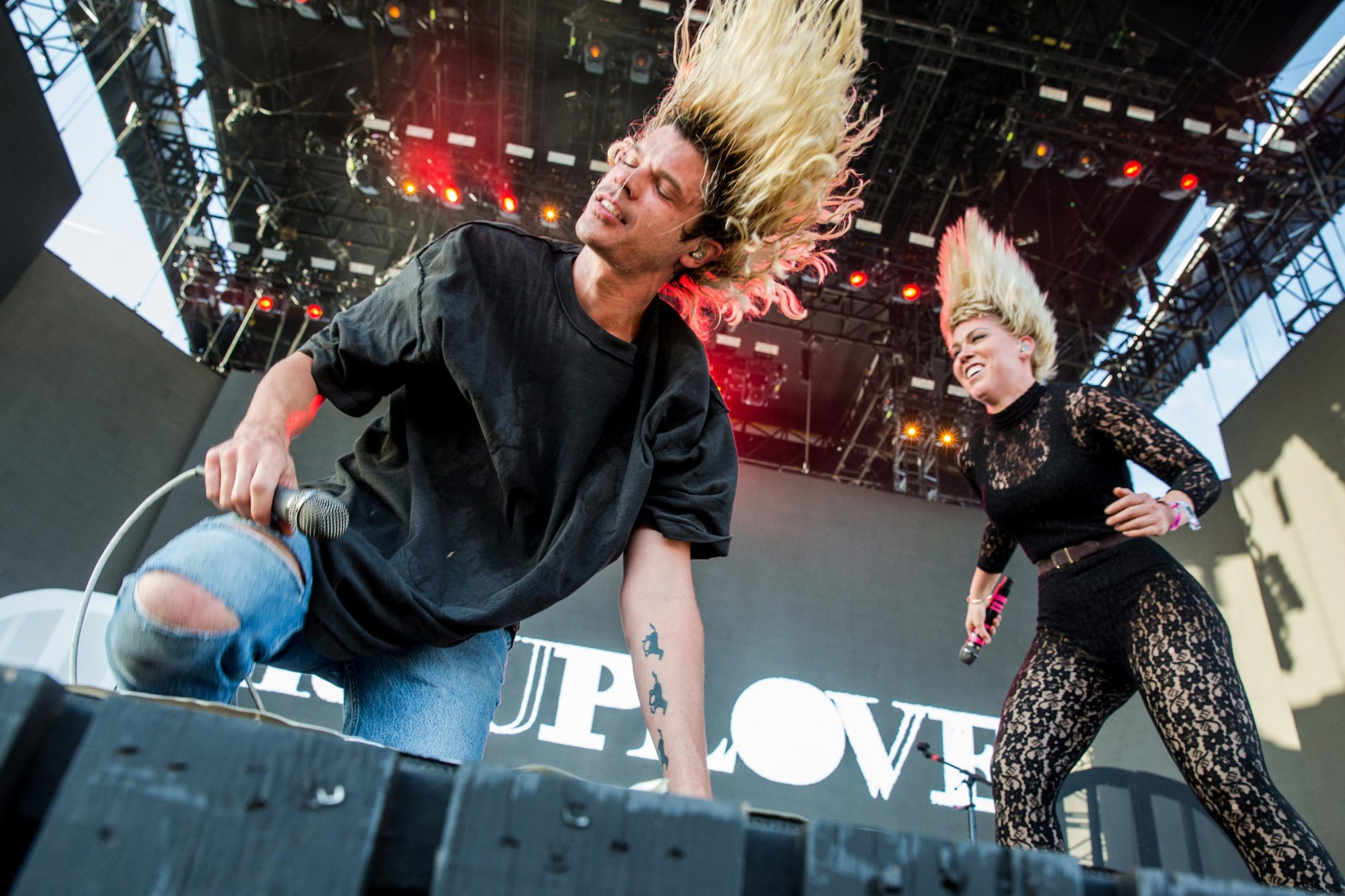 Christian Zucconi and Hannah Hooper of Grouplove