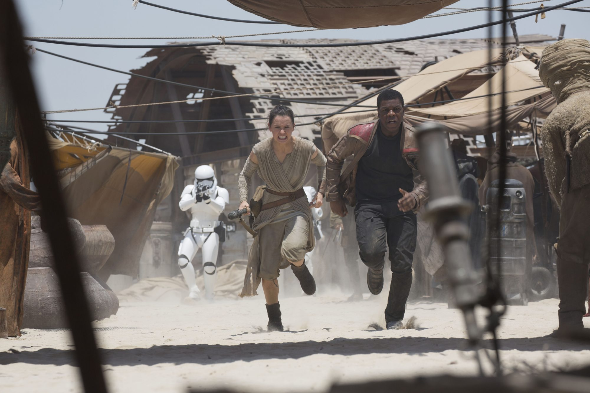 STAR WARS: THE FORCE AWAKENS, (aka STAR WARS: EPISODE VII - THE FORCE AWAKENS), from left: Daisy