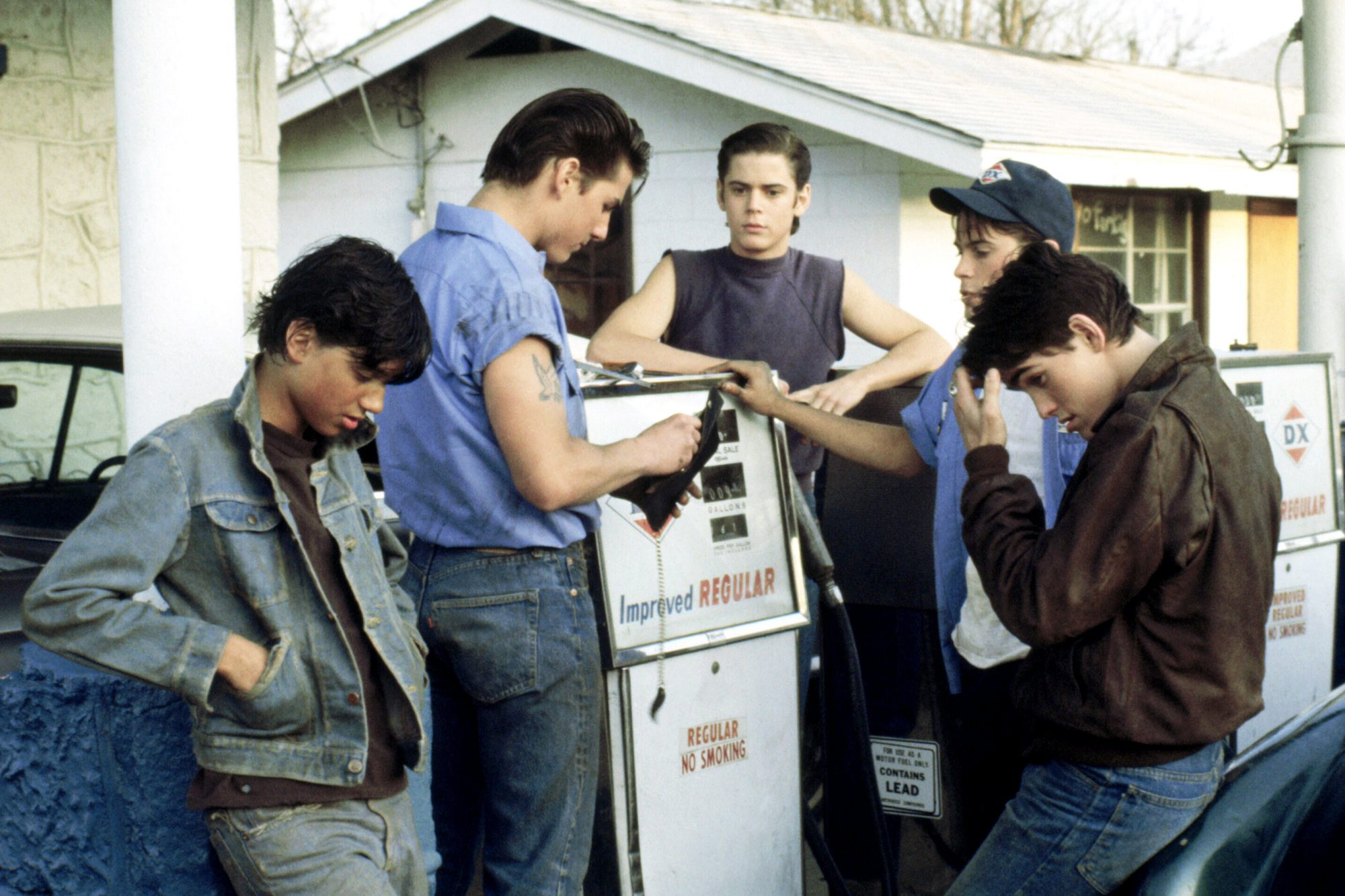 THE OUTSIDERS, from left: Ralph Macchio, Tom Cruise, C. Thomas Howell, Rob Lowe, Matt Dillon, 1983,