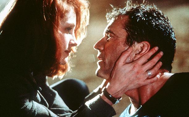 'Conspiracy Theory' - Mel Gibson puts frozen rat in Julia Roberts' dressing room