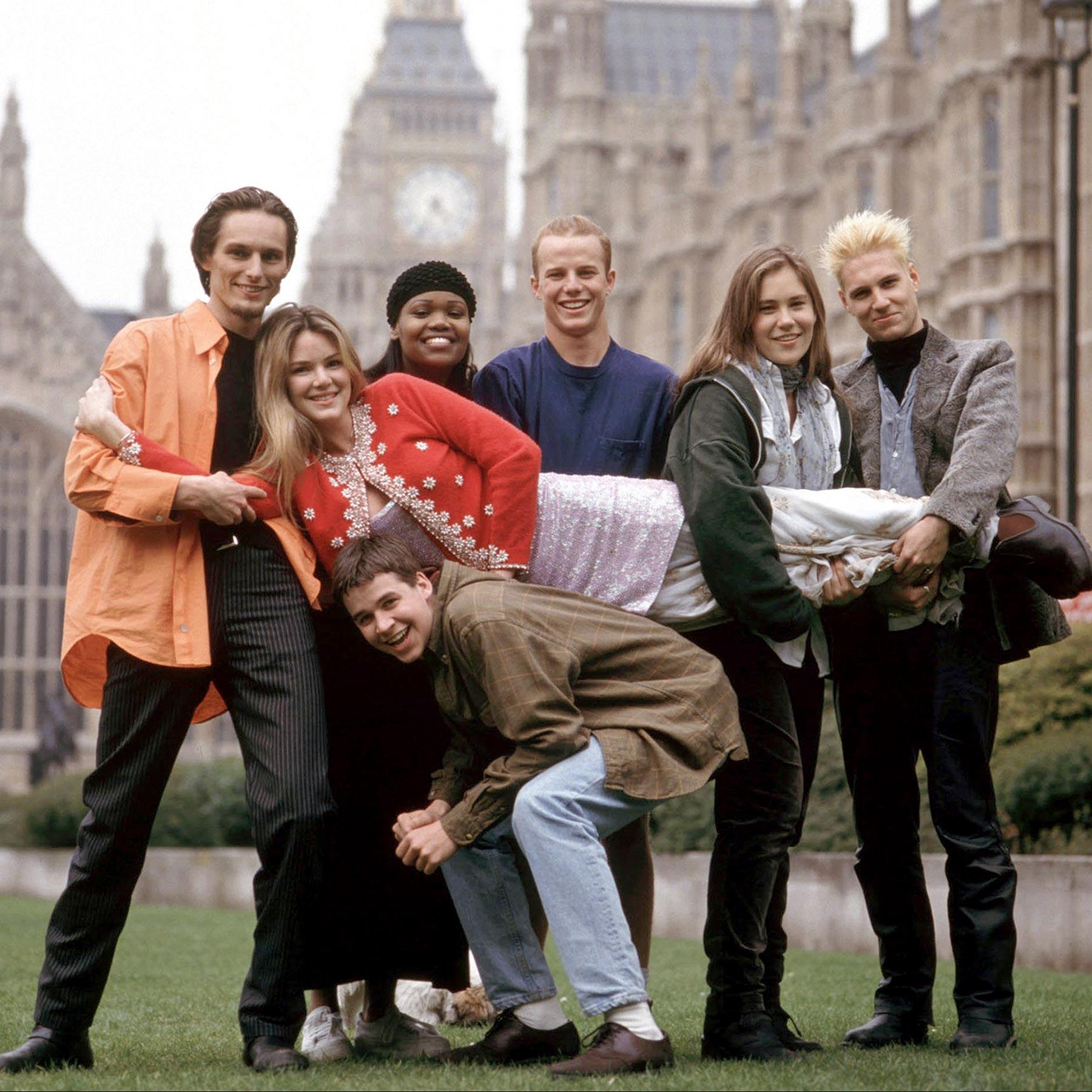 THE REAL WORLD:LONDON, Lars Schlichting, Jacinda Barrett, Sharon Gitau, Mike Johnson, Kat Ogden, Nei