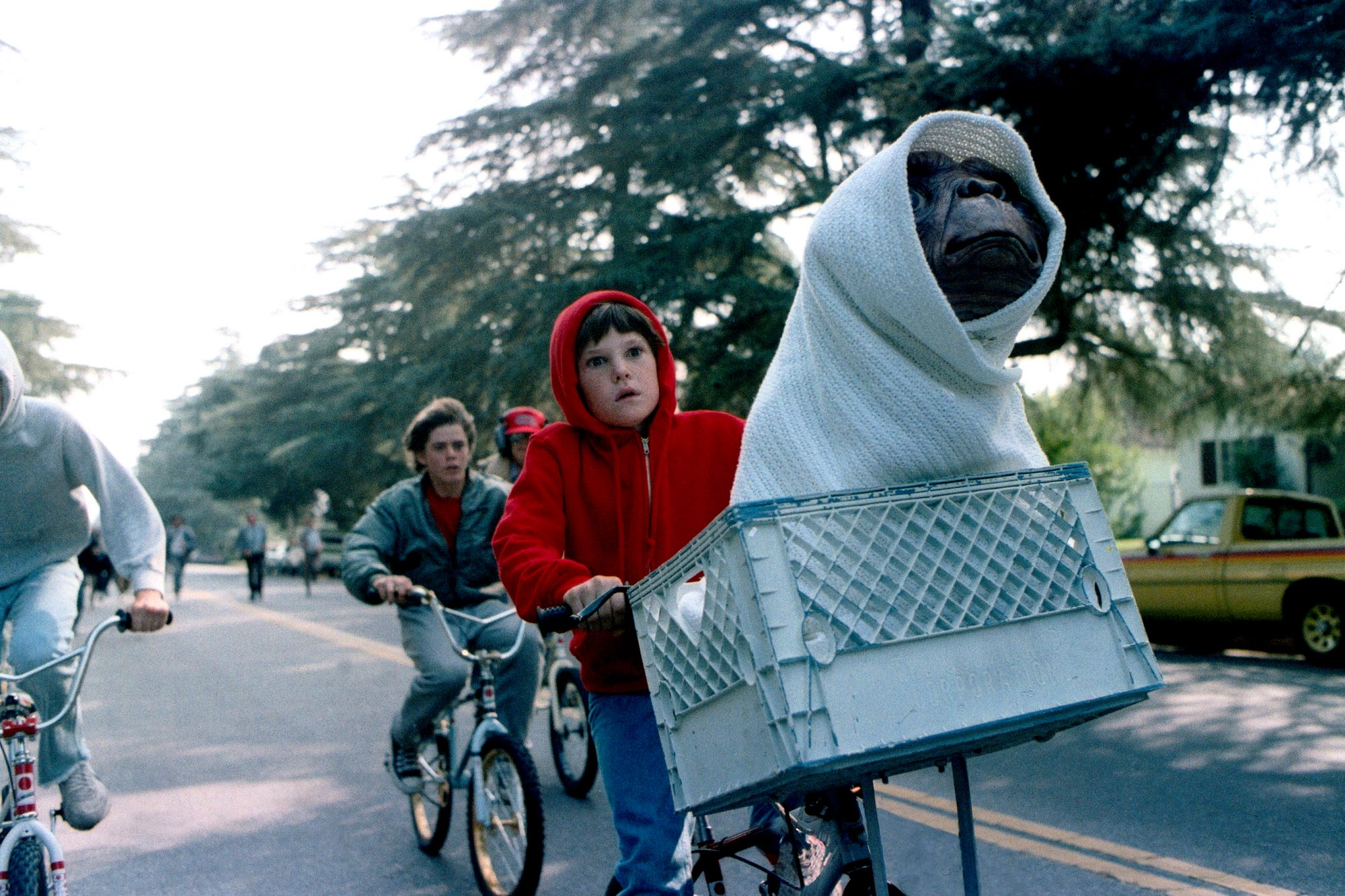 E.T., (aka E.T. THE EXTRA-TERRESTRIAL), from left: Henry Thomas,  E.T., 1982, © Universal/courtesy