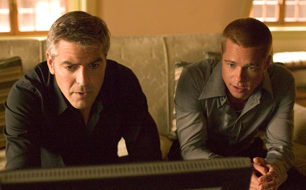 'Ocean's Twelve' - Brad Pitt tells crew not to look Clooney in the eye and Clooney puts an embarrassing bumper sticker on Pitt's car
