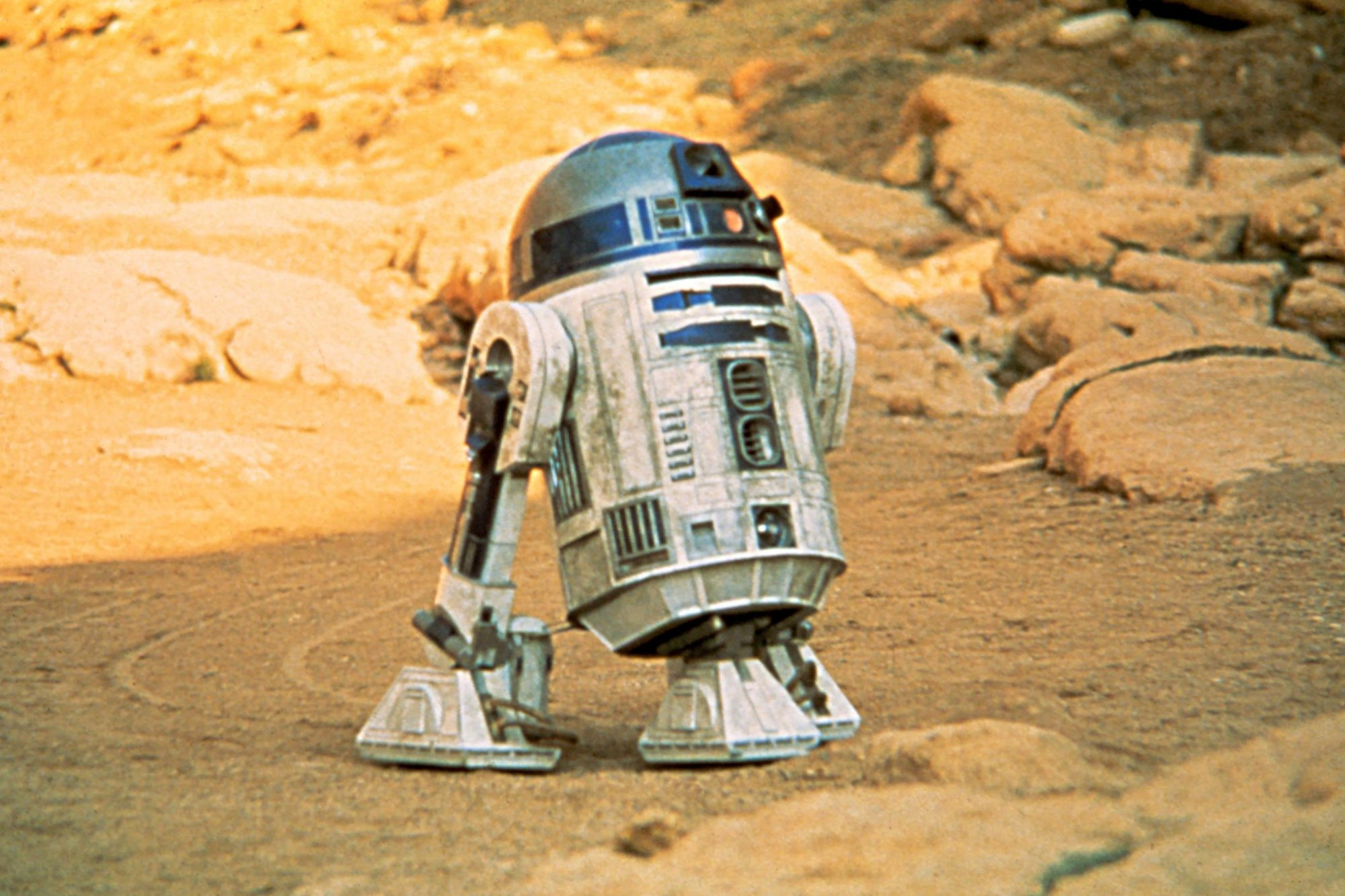 STAR WARS, (aka STAR WARS: EPISODE IV - A NEW HOPE), R2-D2, 1977