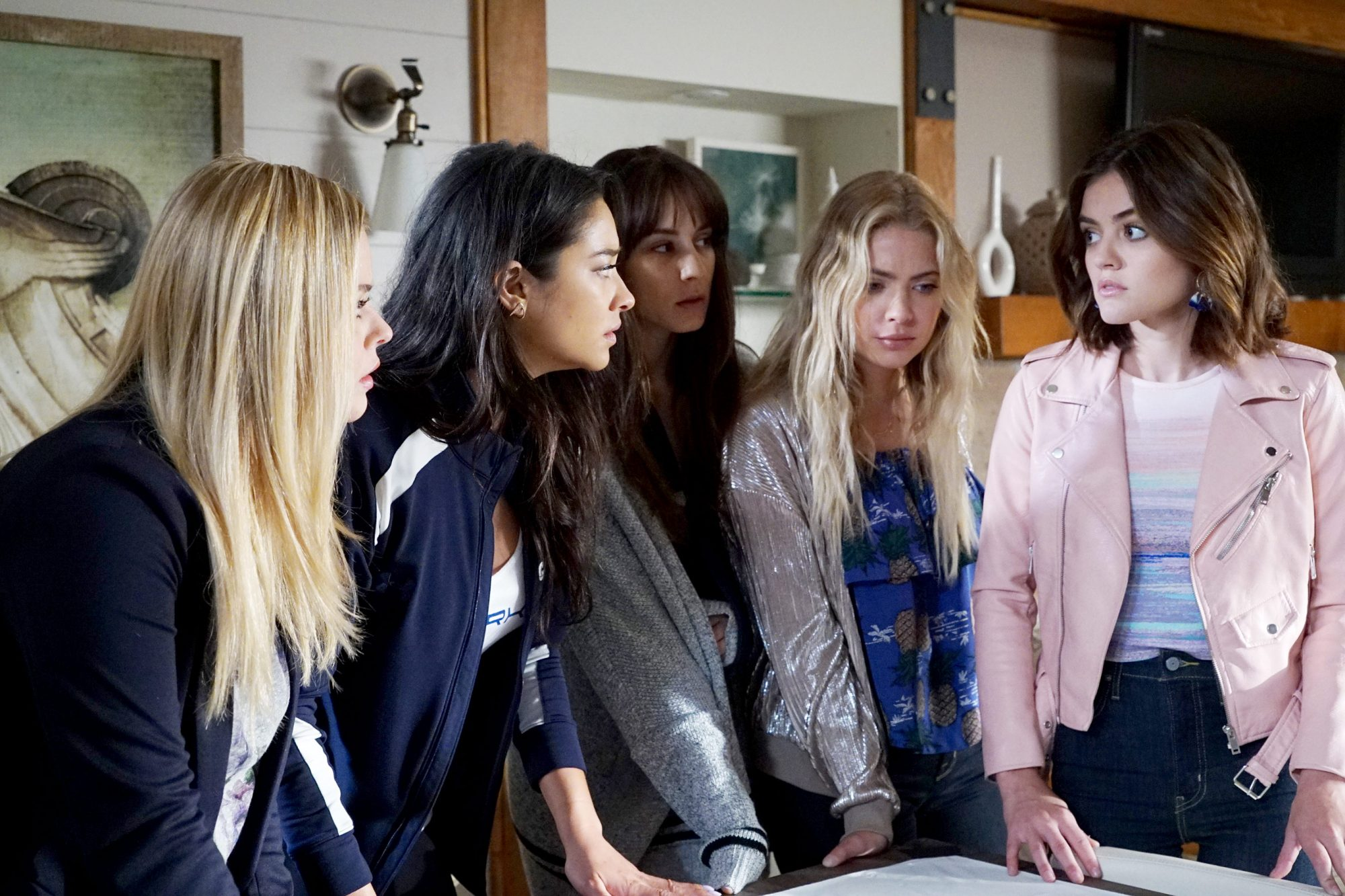 SASHA PIETERSE, SHAY MITCHELL, TROIAN BELLISARIO, ASHLEY BENSON, LUCY HALE