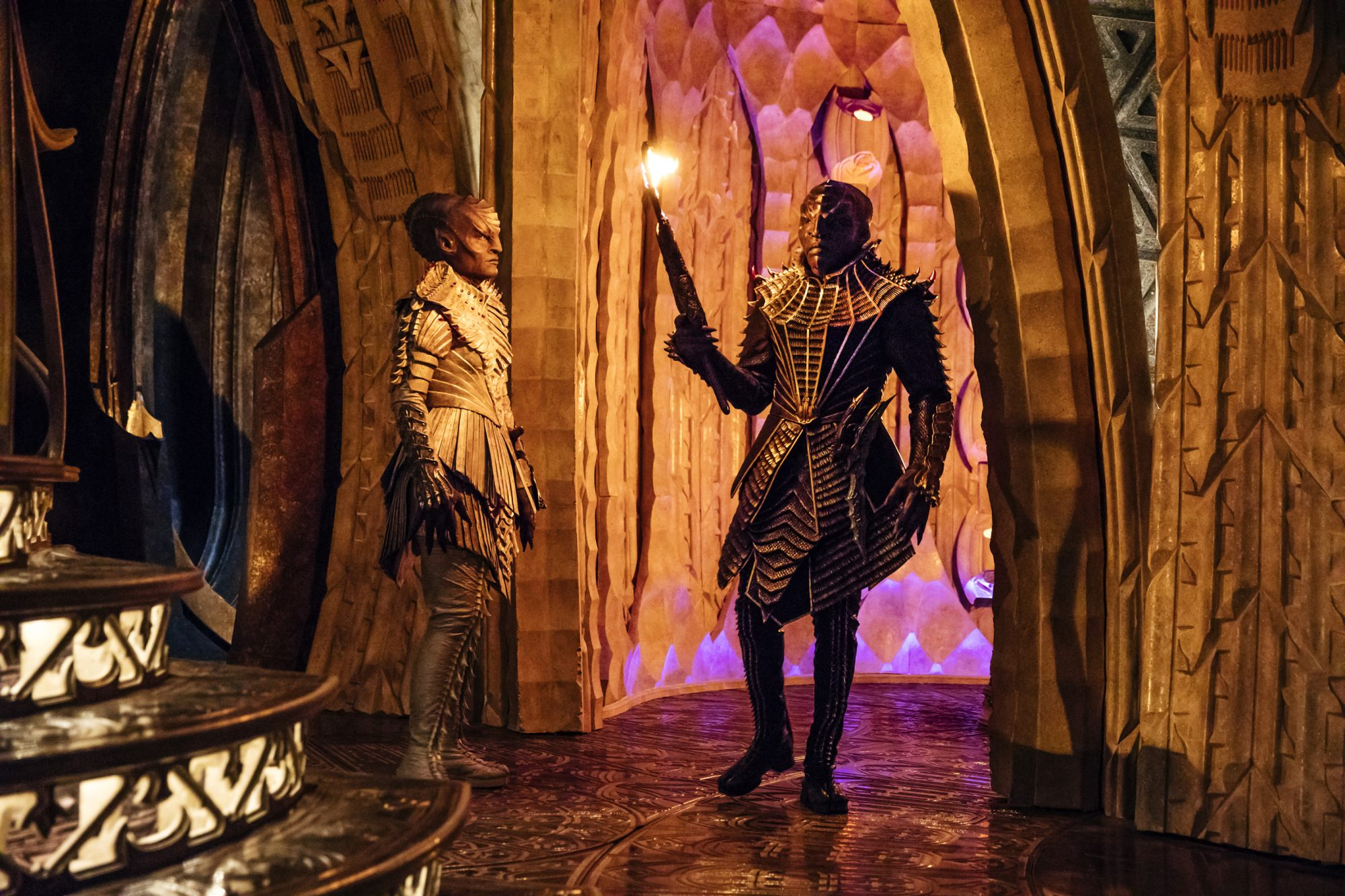 Mary Chieffo as L'Rell and Obi as T'Kuvma