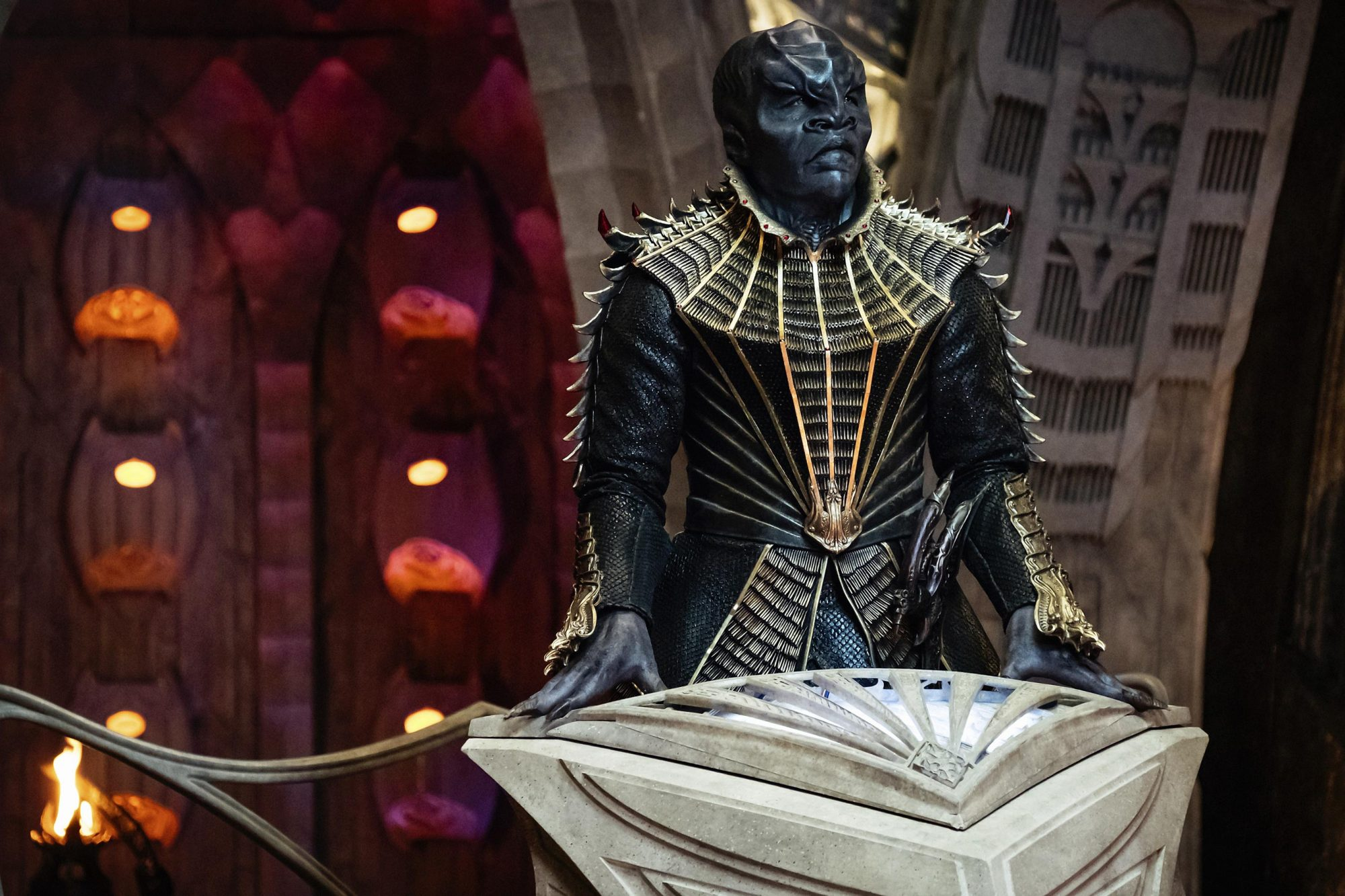 A closer look at Obi as T'Kuvma on the bridge of his ship