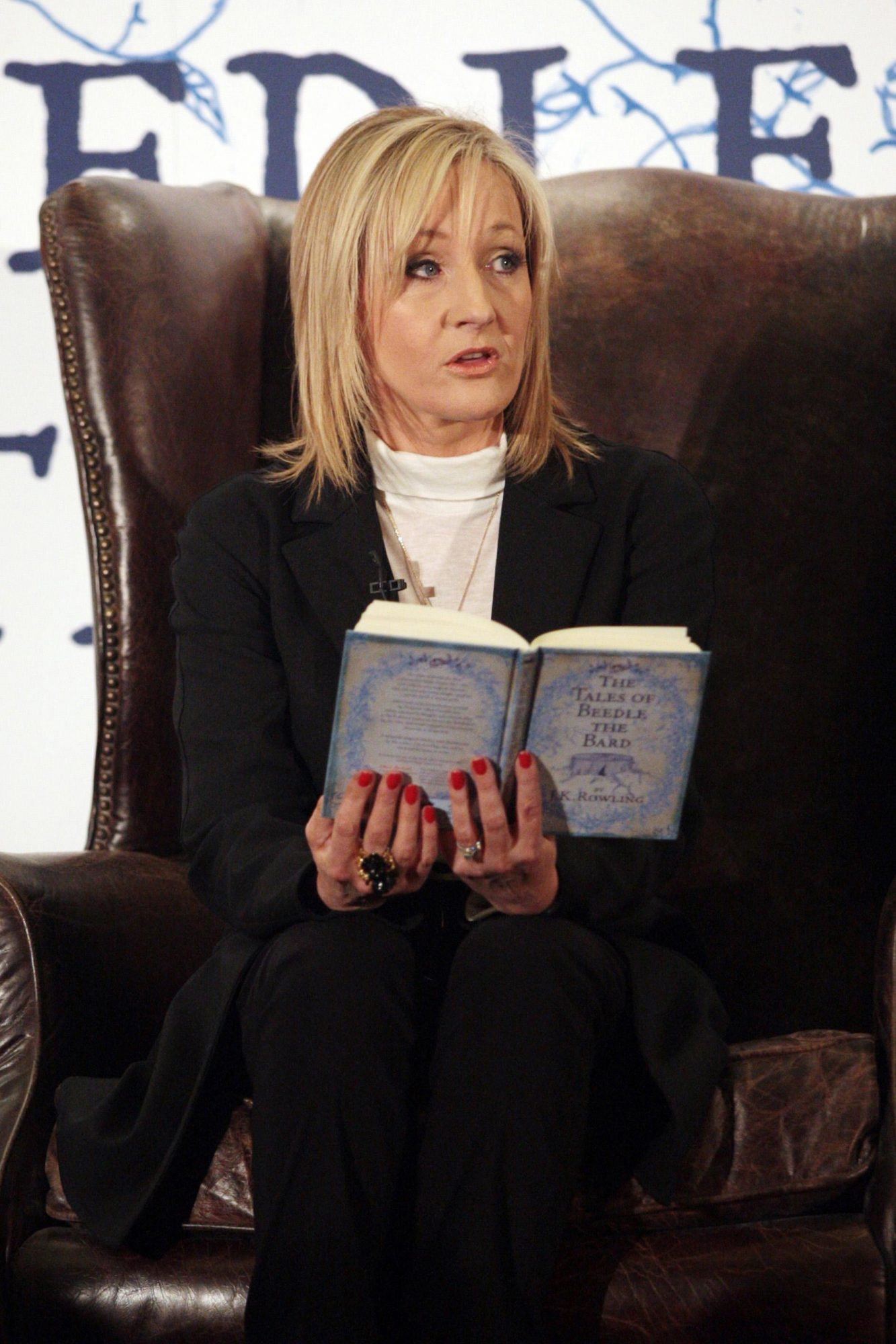 Rowling hosts tea party