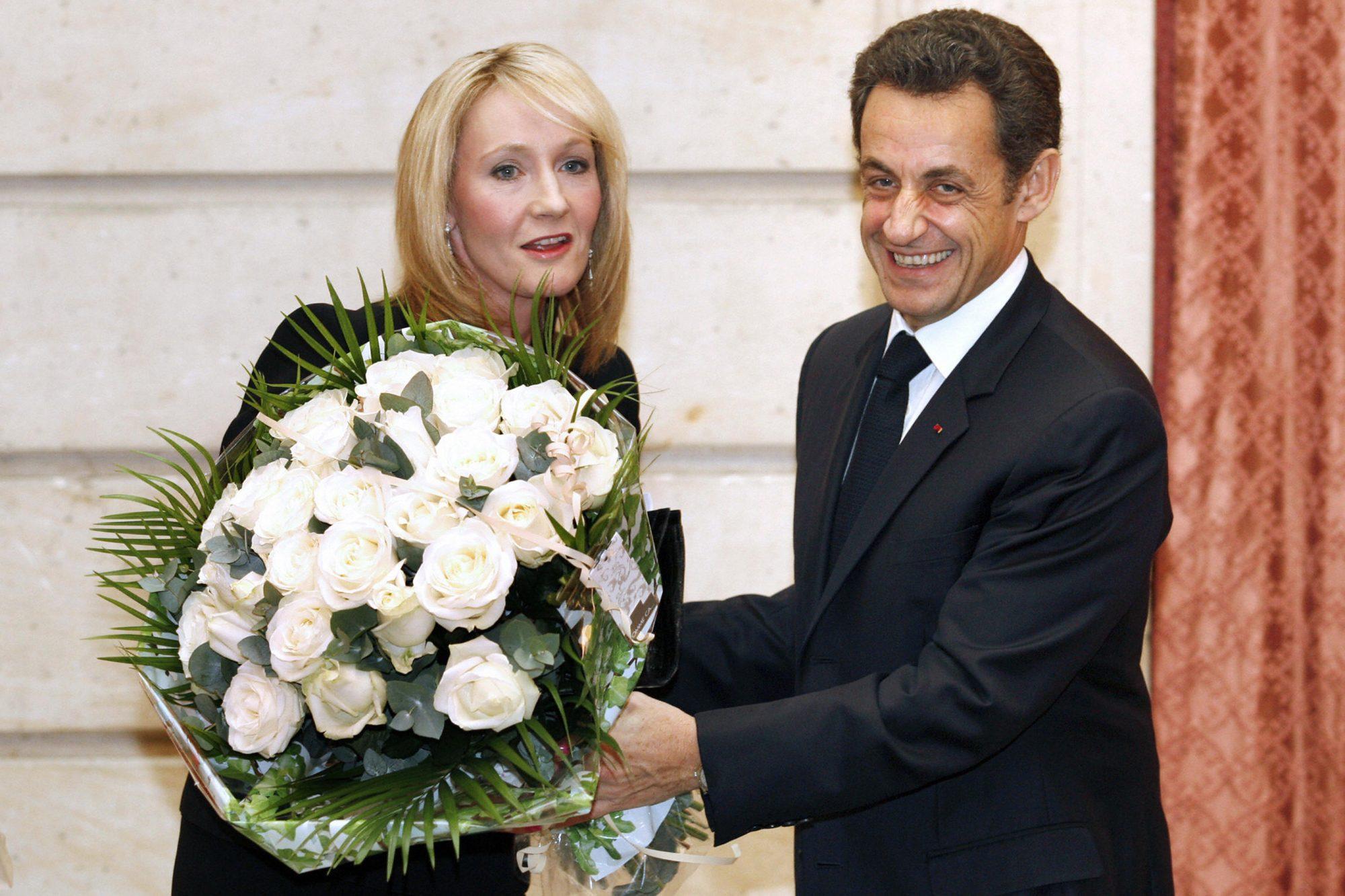 French president Nicolas Sarkozy (R) giv