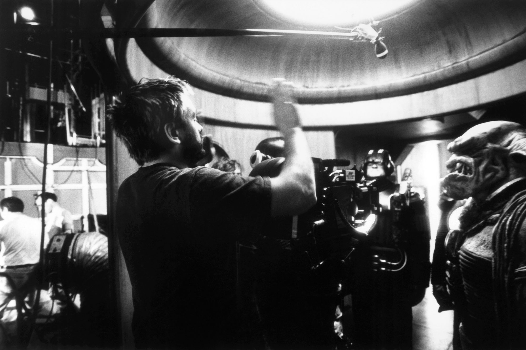 THE FIFTH ELEMENT, director Luc Besson on set, 1997, © Columbia/courtesy Everett Collection