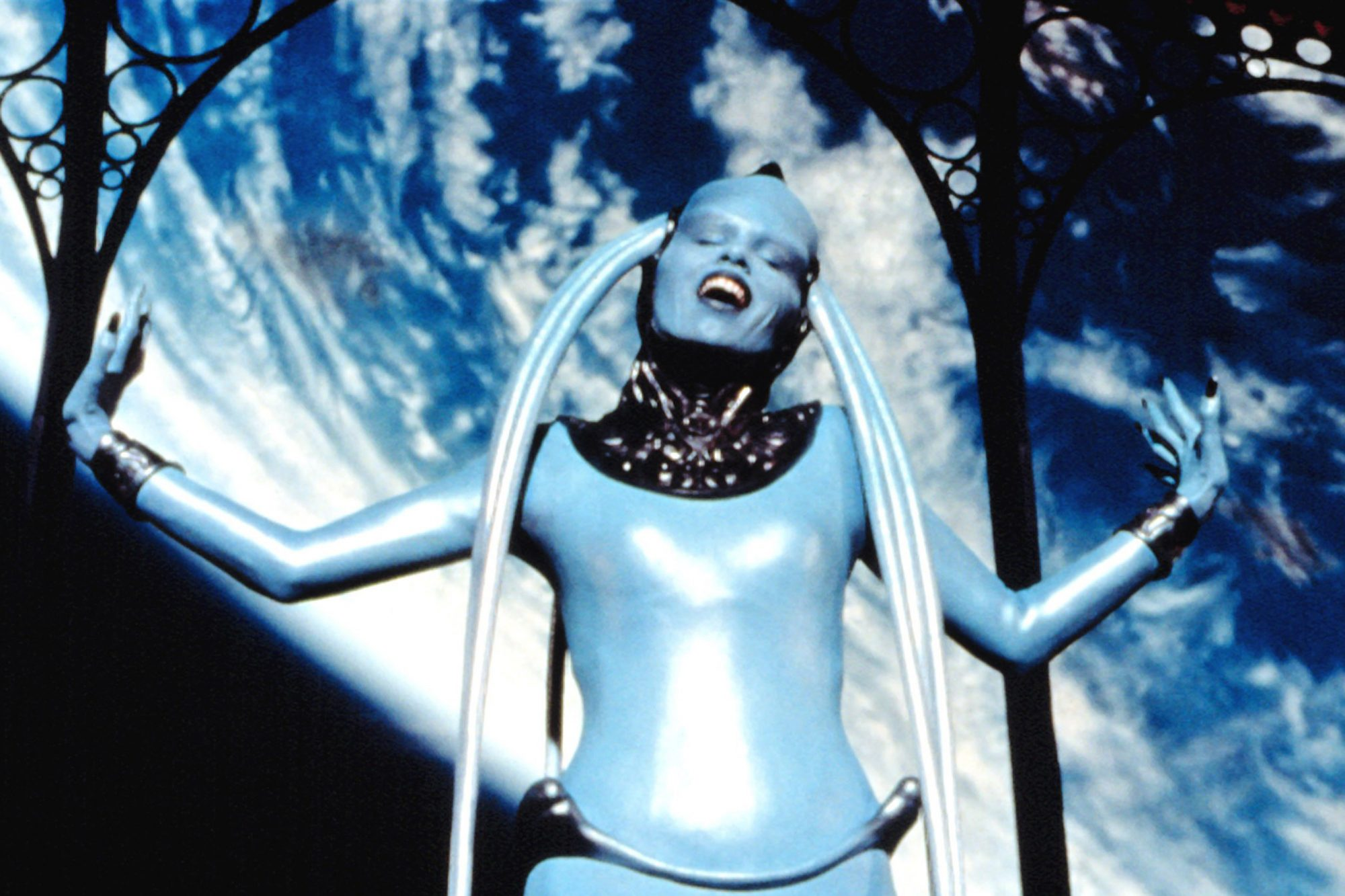 THE FIFTH ELEMENT, Maiwenn Le Besco as Diva, 1997. (c) Columbia Pictures/  Courtesy: Everett Collect