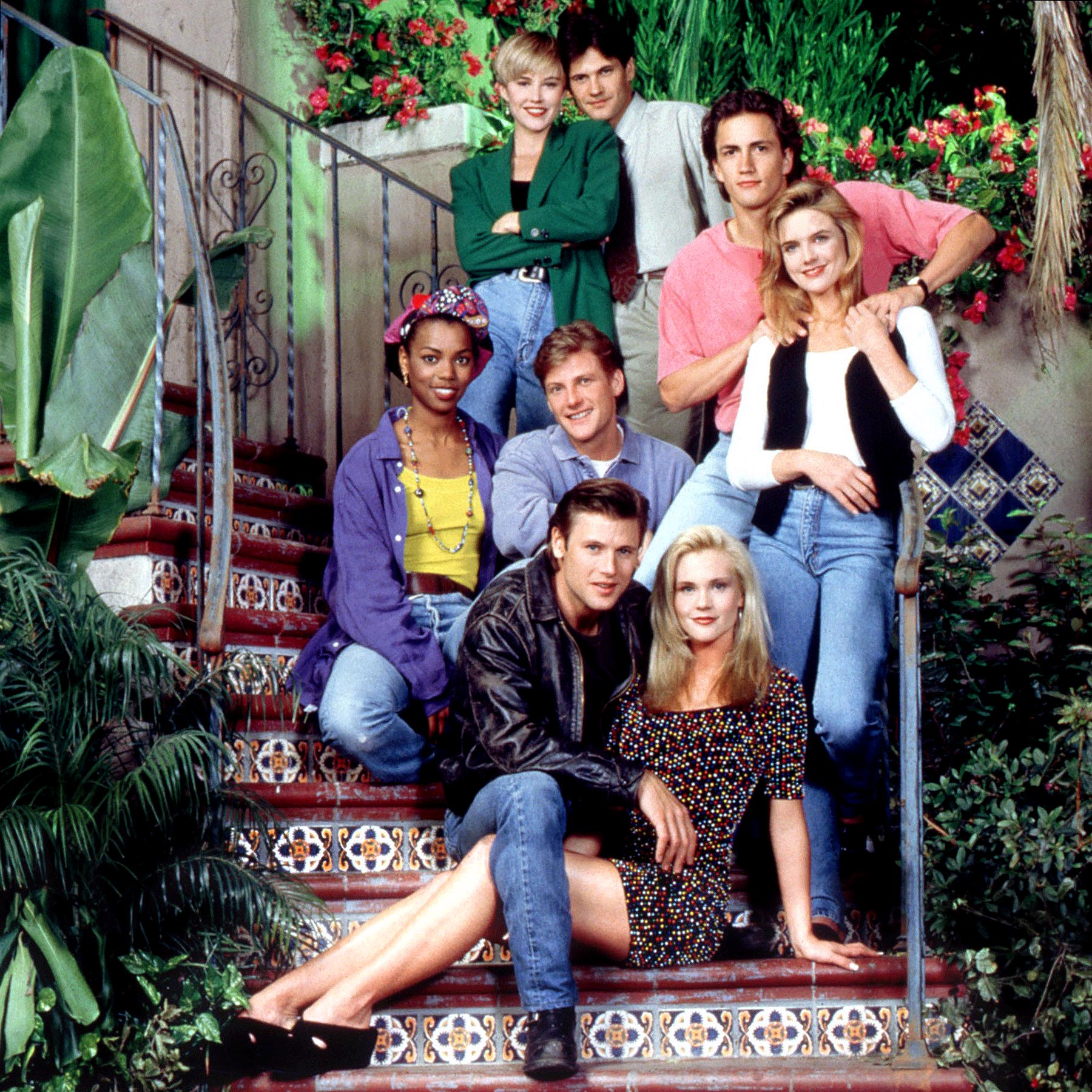MELROSE PLACE, (clockwise from top): Josie Bissett, Thomas Calabro, Andrew Shue, Courtney Thorne-Smi