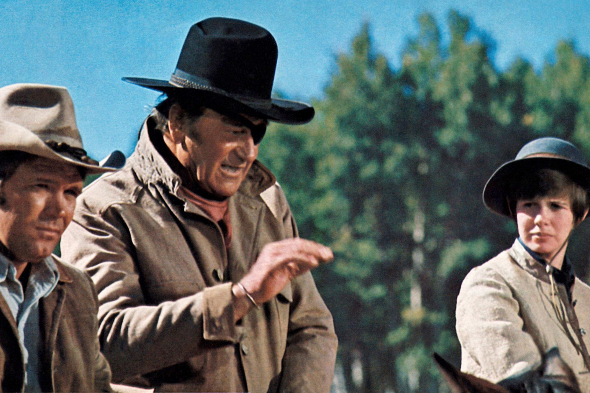 TRUE GRIT, from left: Glen Campbell, John Wayne, Kim Darby, 1969
