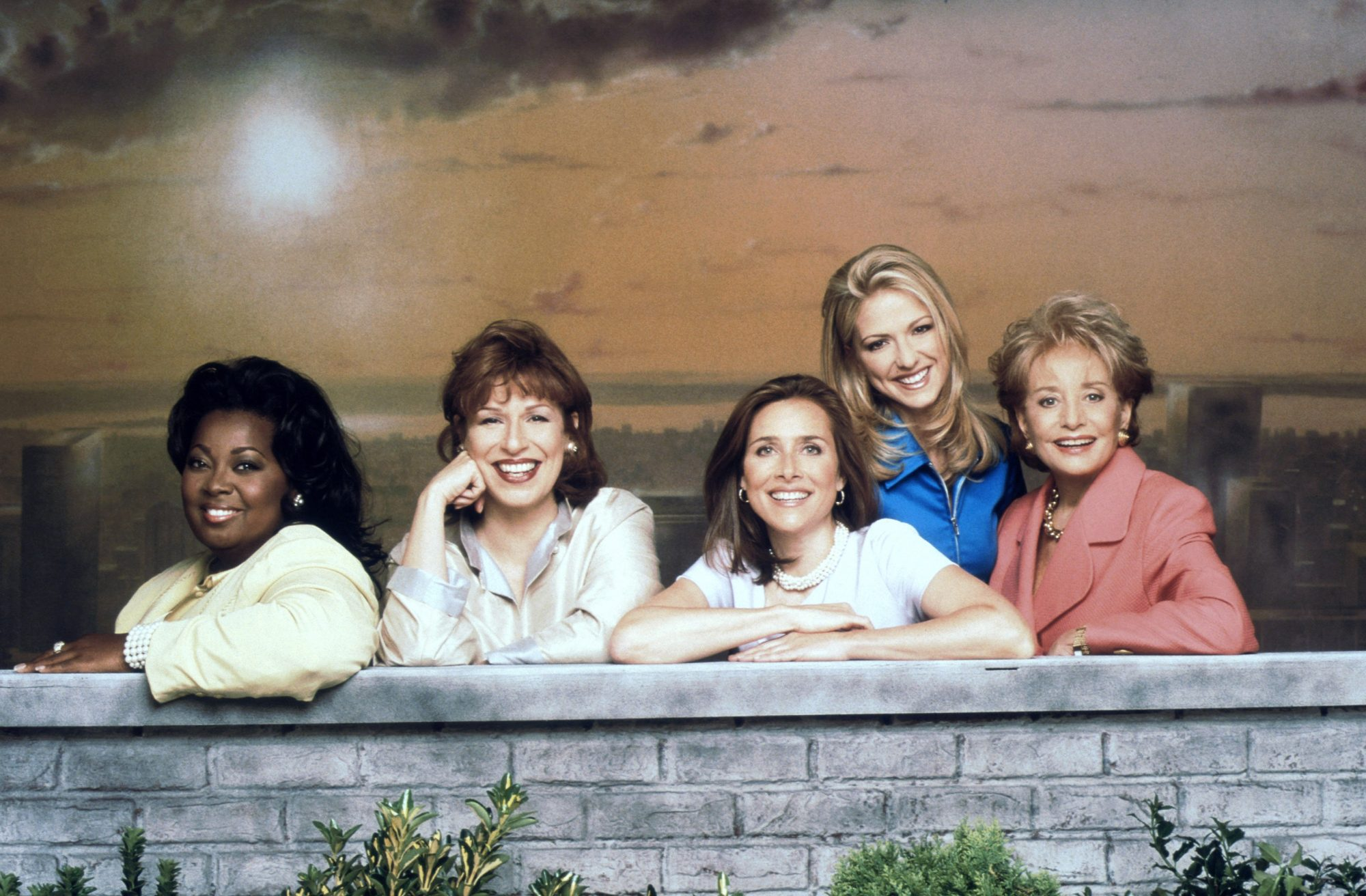 THE VIEW, (from left): Star Jones, Joy Behar, Meredith Vieira, Debbie Matenopoulos, Barbara Walters,