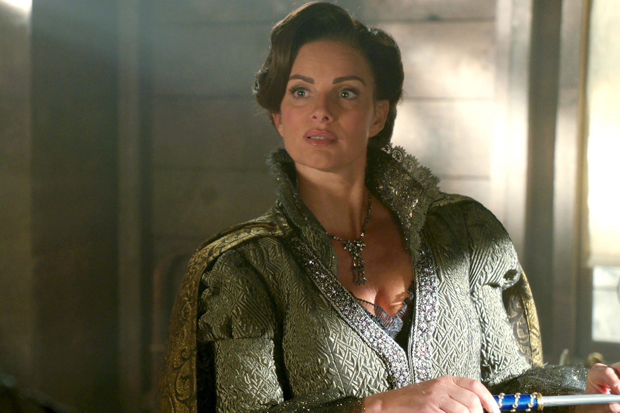 Lady Tremaine (Gabrielle Anwar)