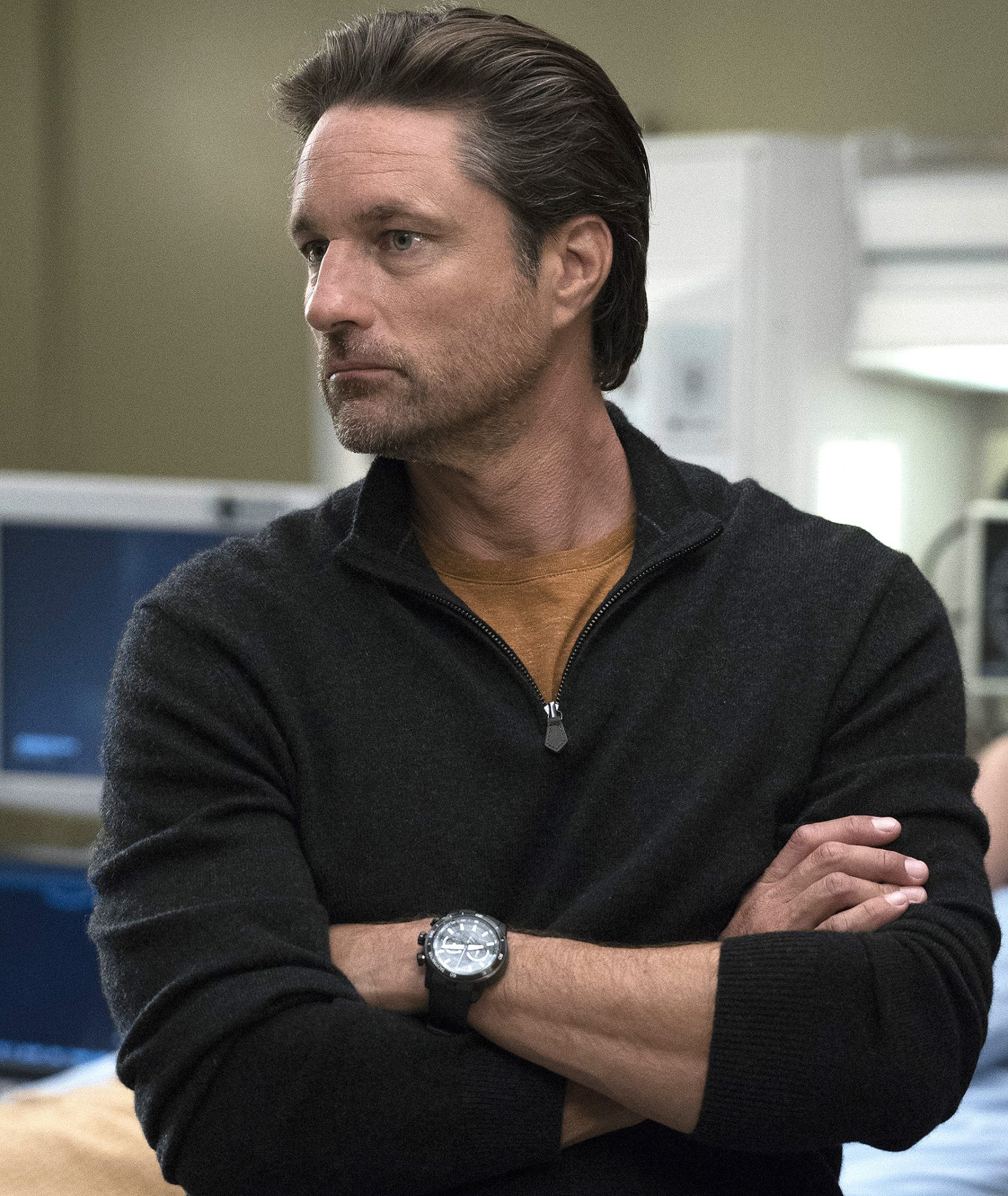 Dr. Nathan Riggs (Martin Henderson)