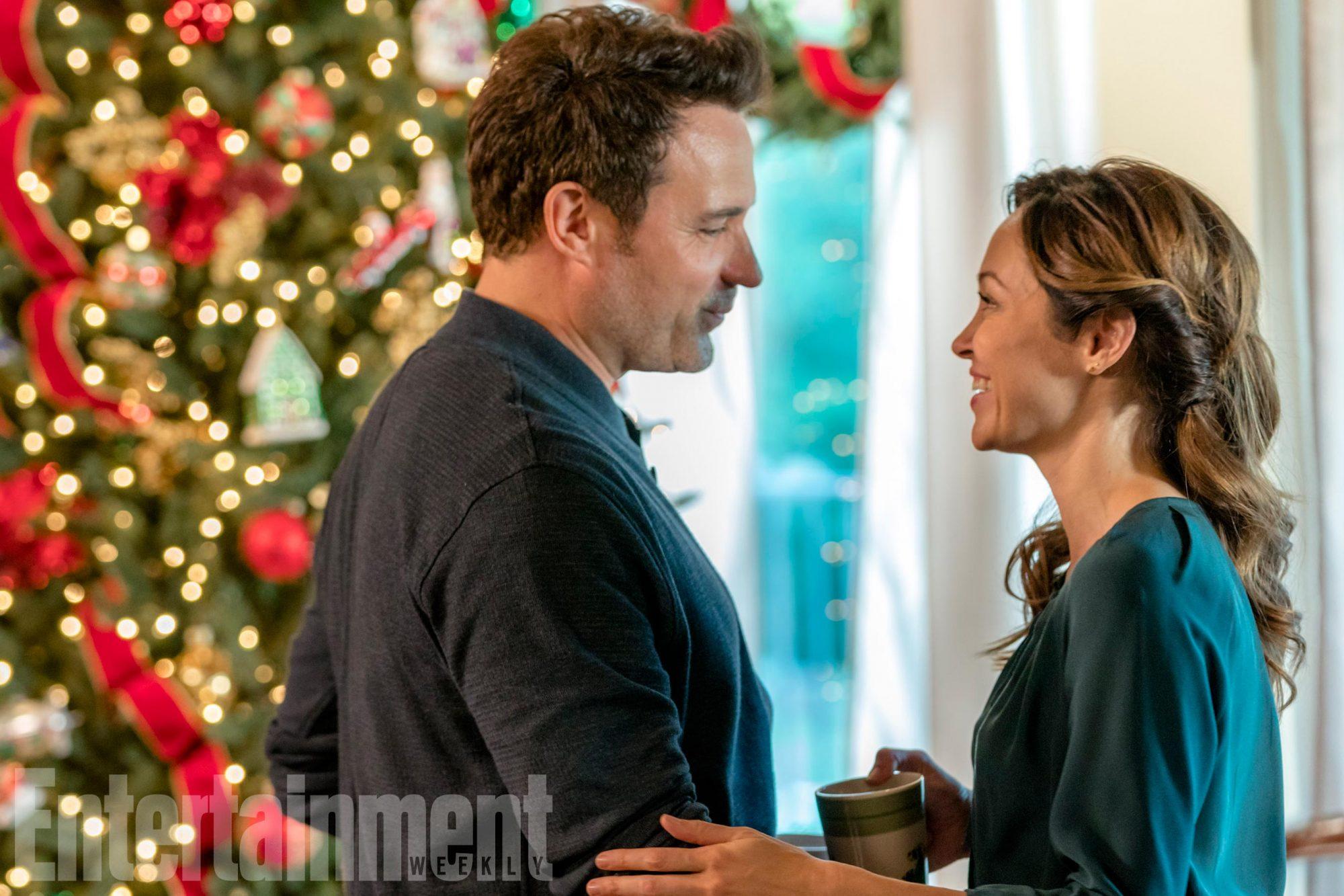 Bramble House Christmas CR: Ricardo Hubbs/Hallmark