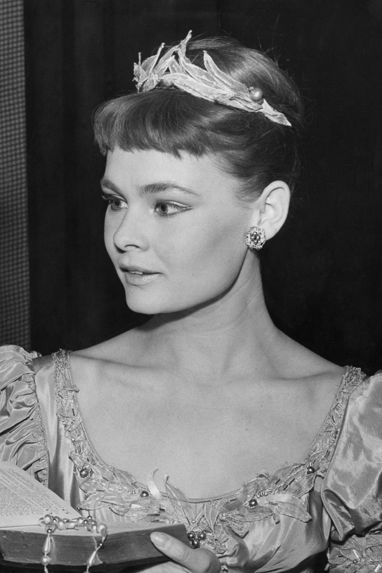 Dench As Ophelia