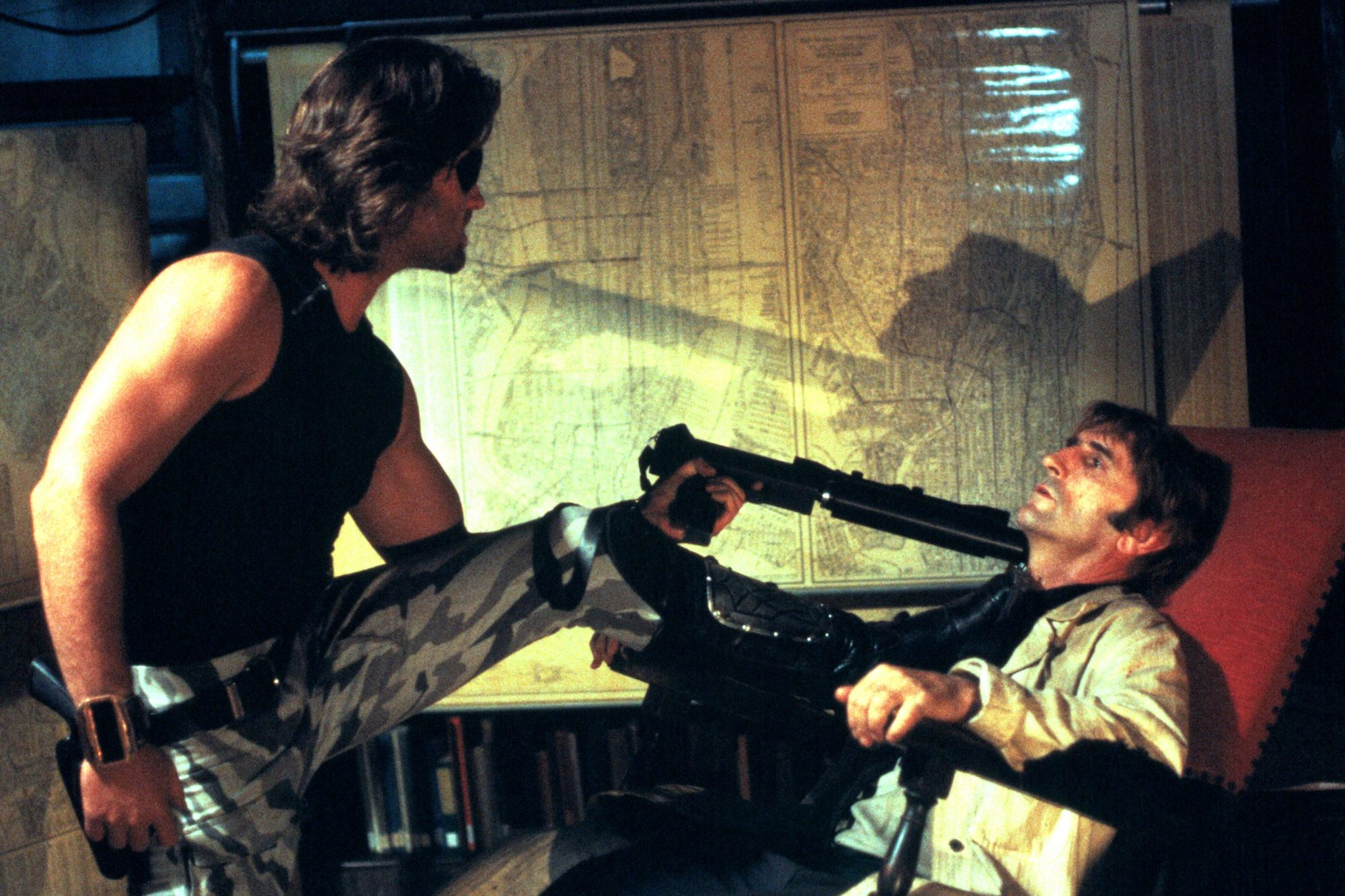 ESCAPE FROM NEW YORK, Kurt Russell, Harry Dean Stanton, 1981