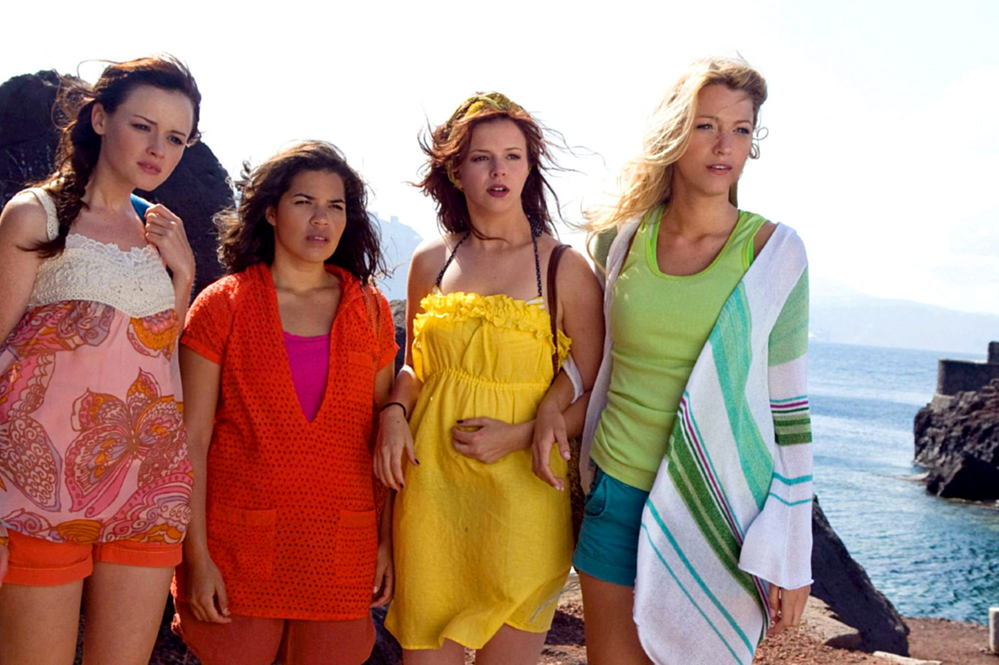 THE SISTERHOOD OF THE TRAVELING PANTS 2, from left: Alexis Bledel, America Ferrera, Amber Tamblyn, B
